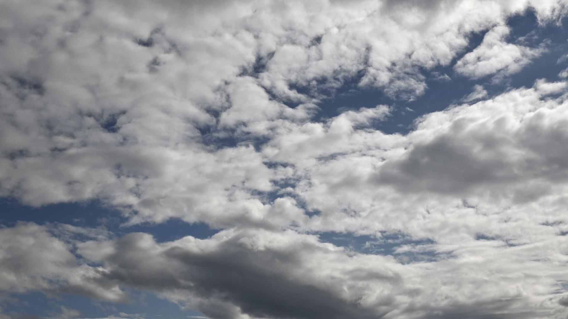 Verão? Nebulosidade e temperaturas abaixo dos 30 até à próxima semana