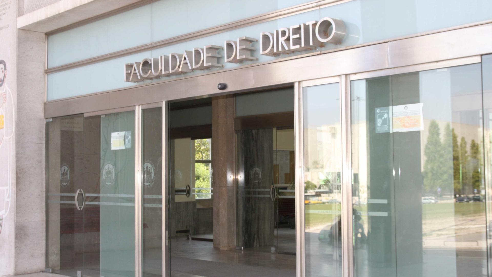 Estudantes fecham Faculdade de Direito de Lisboa a cadeado