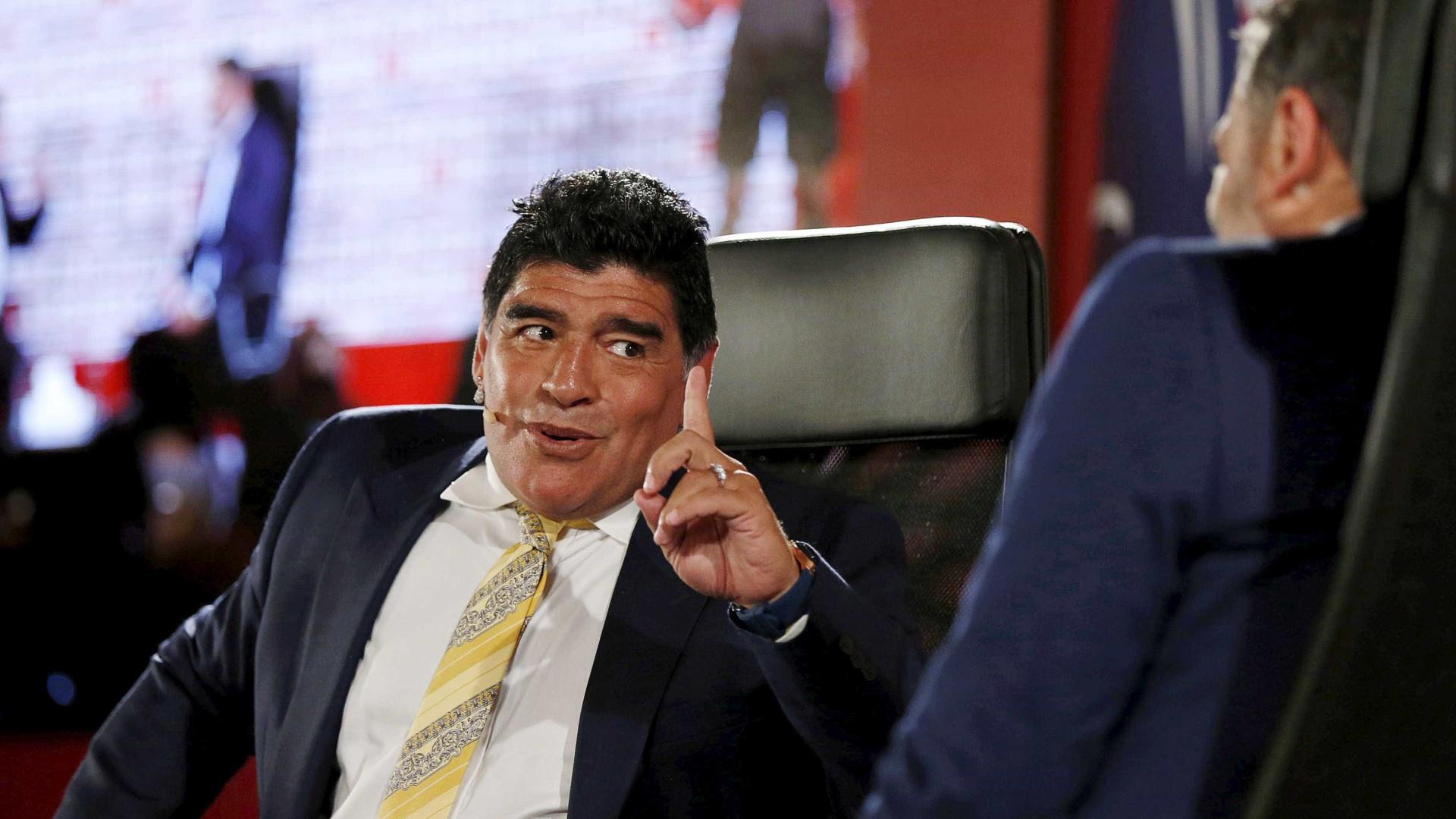 Maradona quer treinar a seleção argentina e até apresenta números