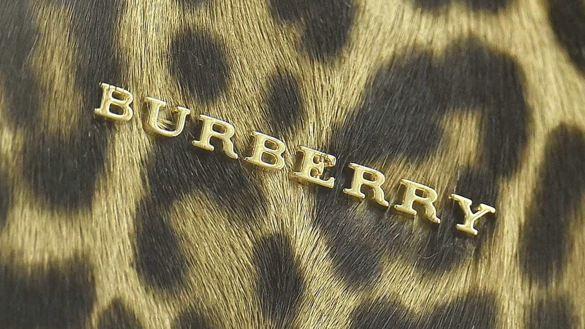 Burberry queimou 32 milhões de euros em roupa para manter exclusividade