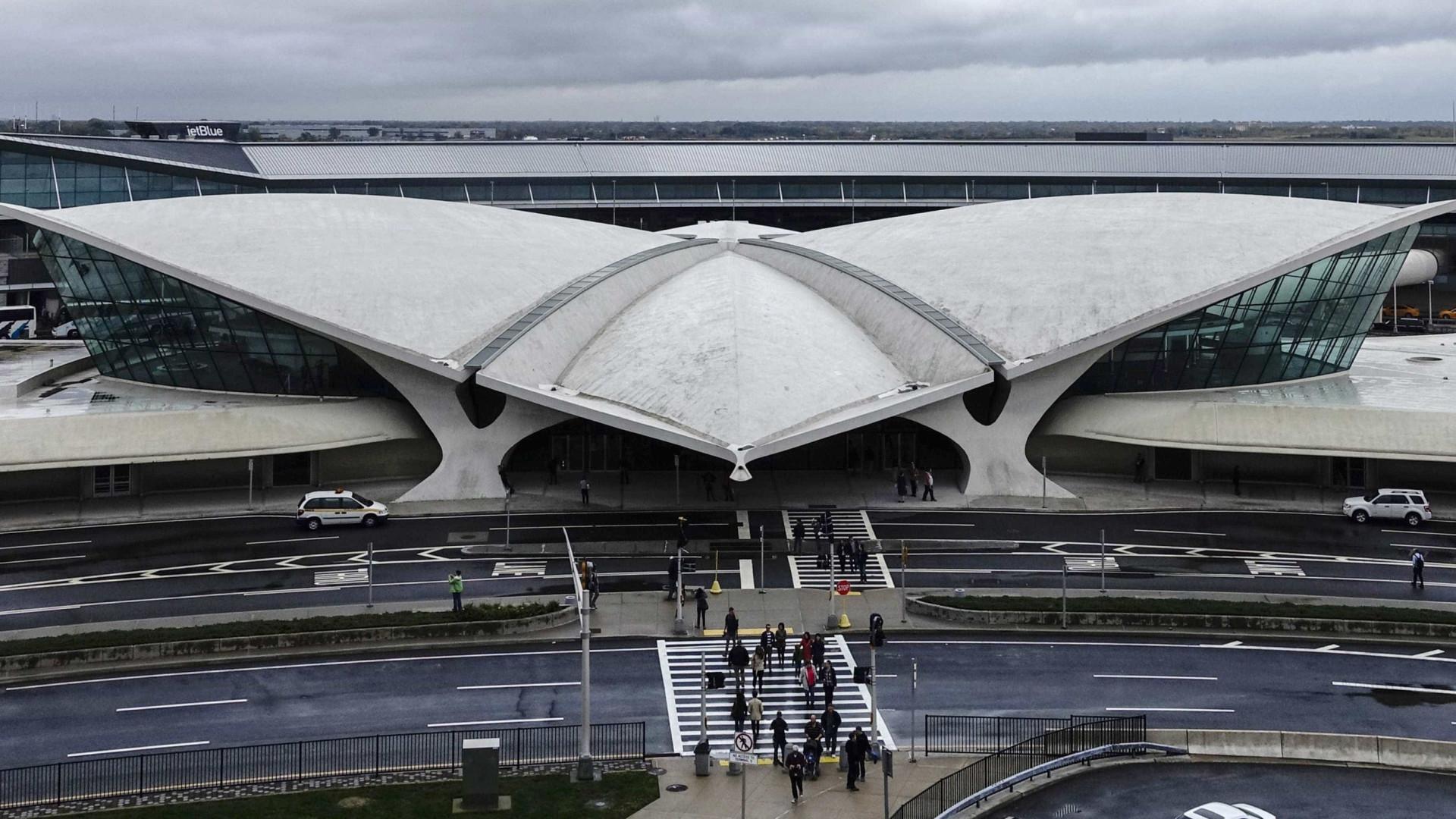 """Ex-chefe de polícia detido 90 minutos no aeroporto. EUA """"pouco acolhedor"""""""