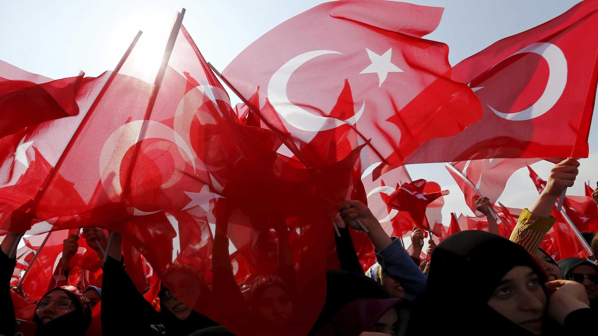 Mais de 18 mil pessoas demitidas na Turquia por decreto-lei