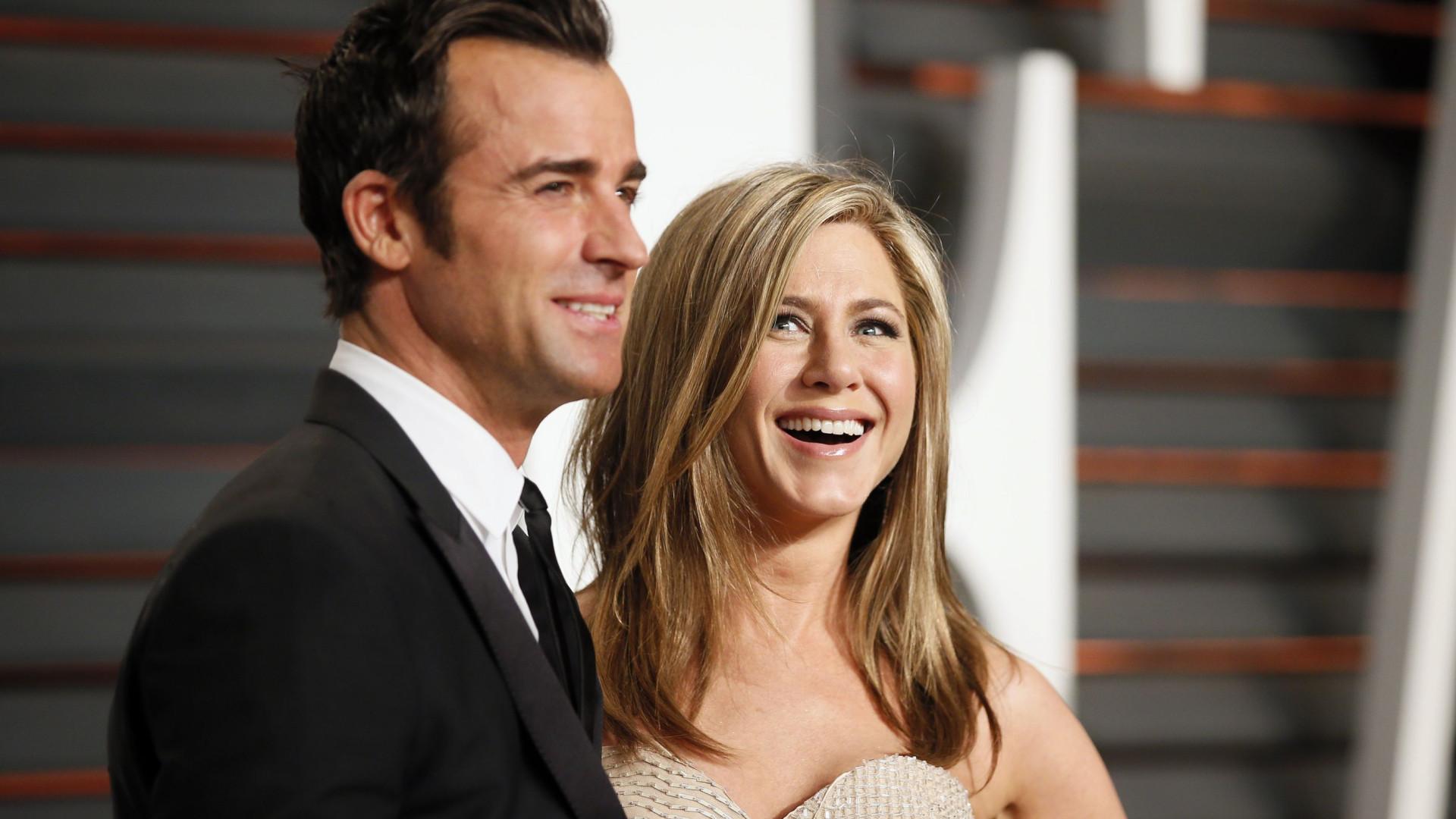 Espiados pelo vizinho, Jennifer Aniston e o marido avançam com processo