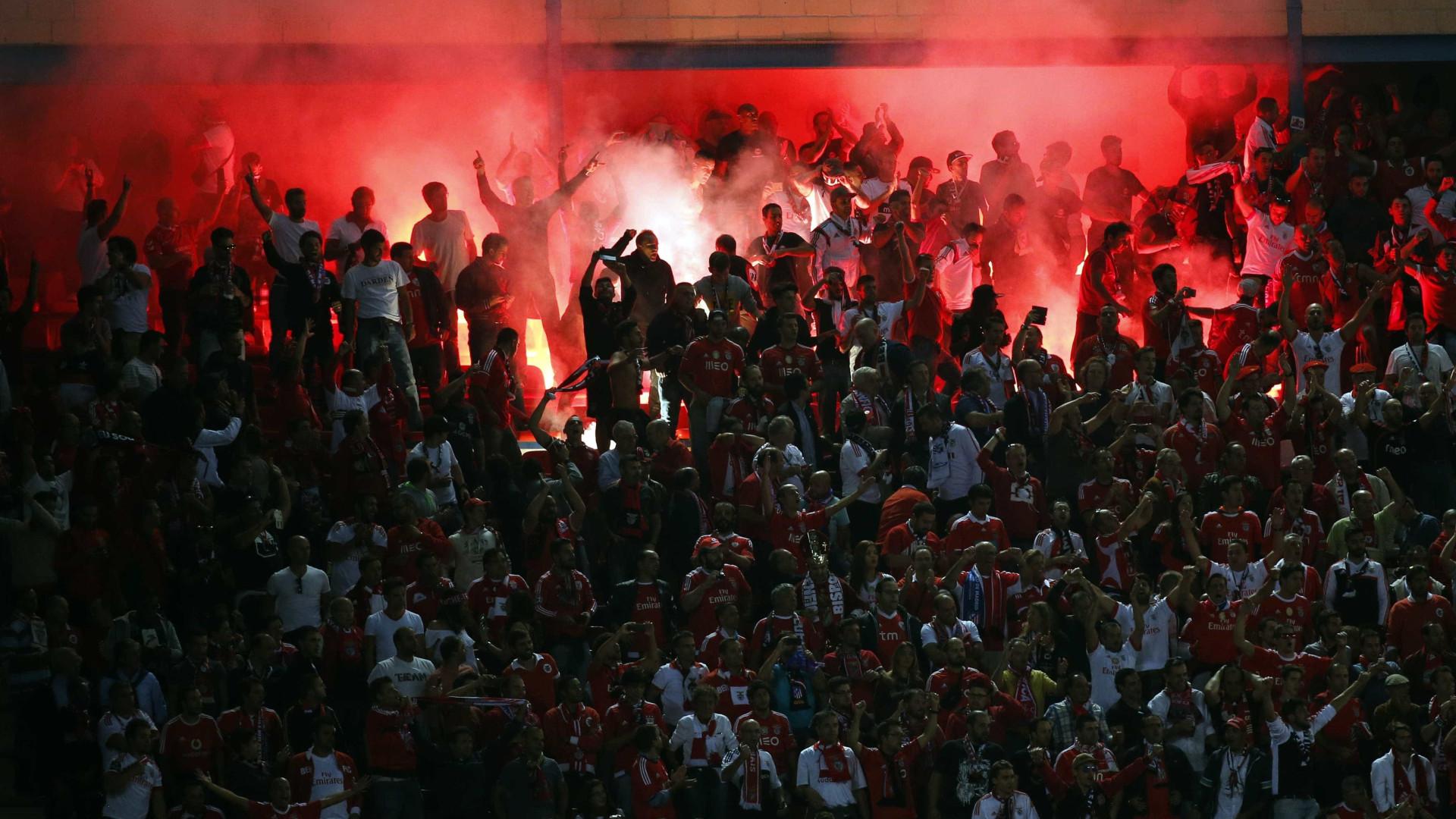 Ajax apresenta queixa contra o Benfica por causa de ataque a adeptos