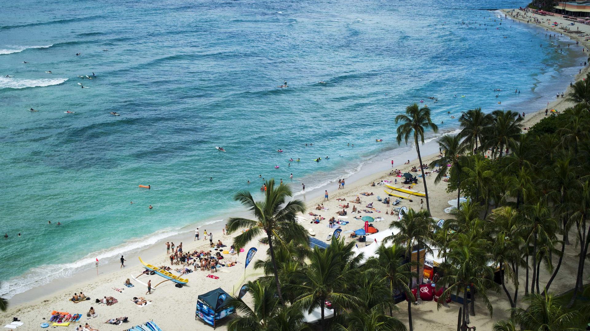 Chuvas torrenciais no Havai abrandam e permitem trabalhos de resgate