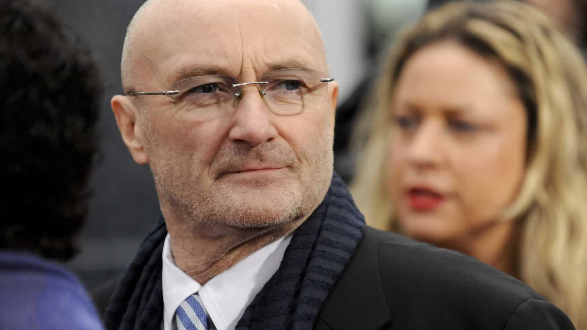 Phil Collins é hospitalizado após queda em hotel