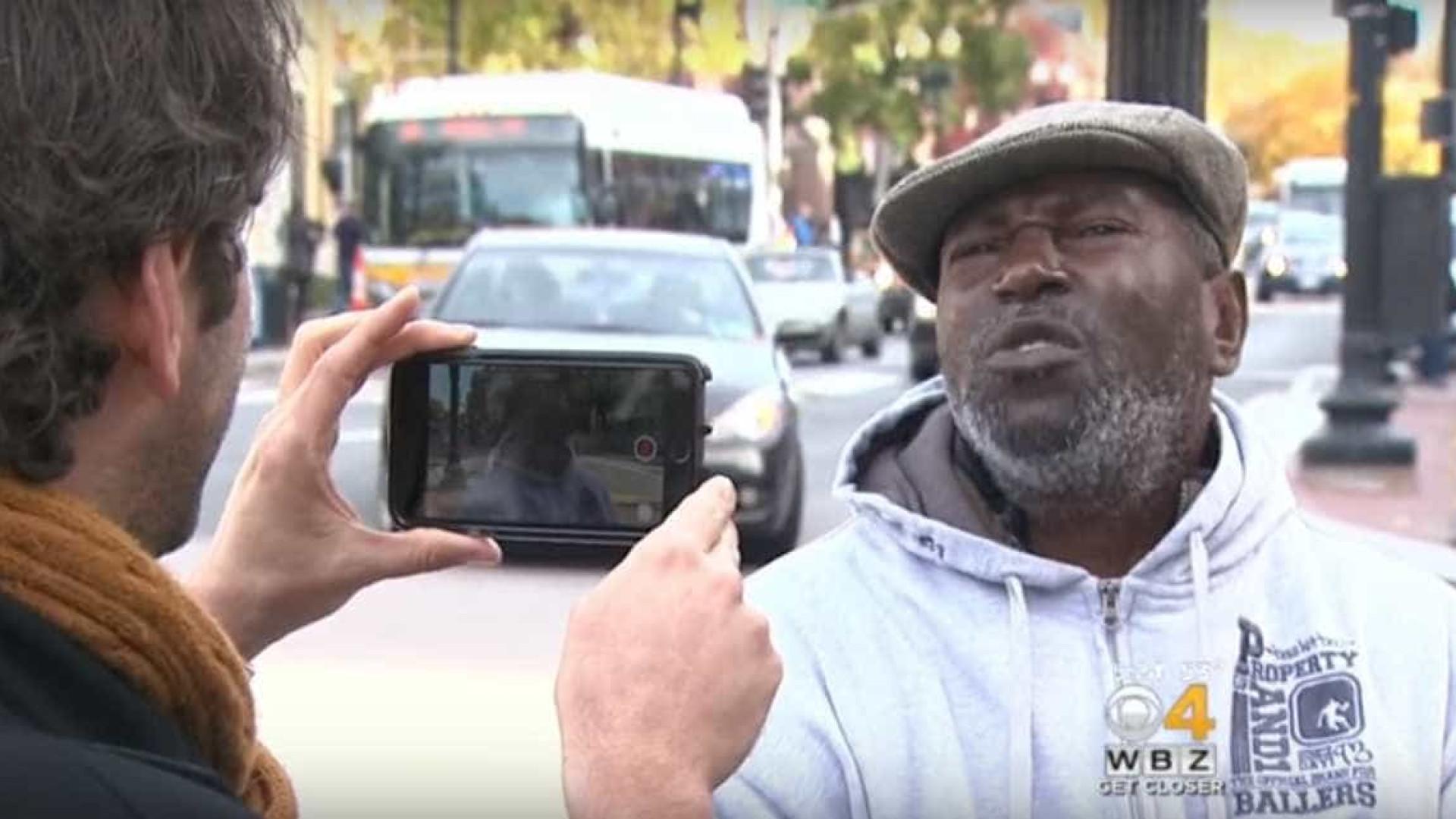 'Mensagens milagrosas' ajudam sem-abrigo a voltar a 'casa'