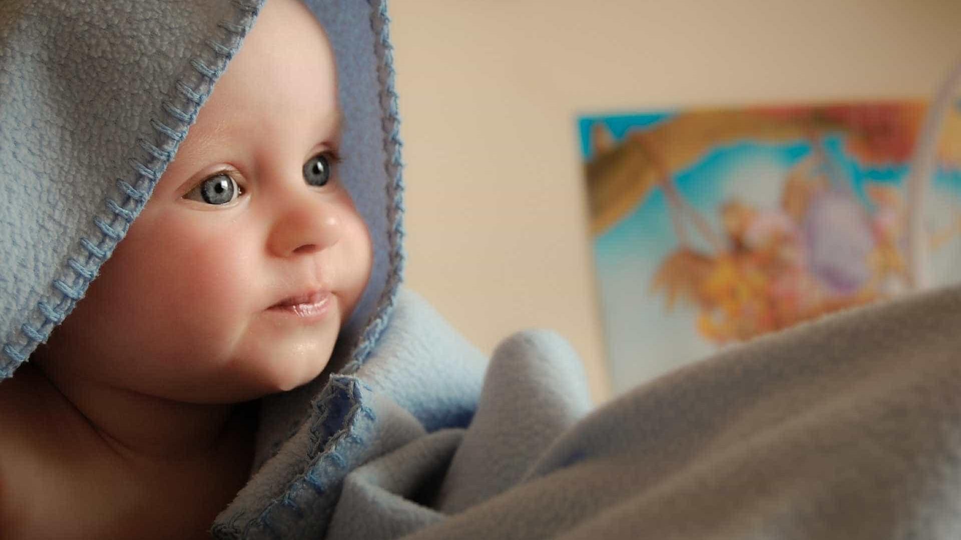 Nova técnica põe bebés a comer sólidos desde os seis meses