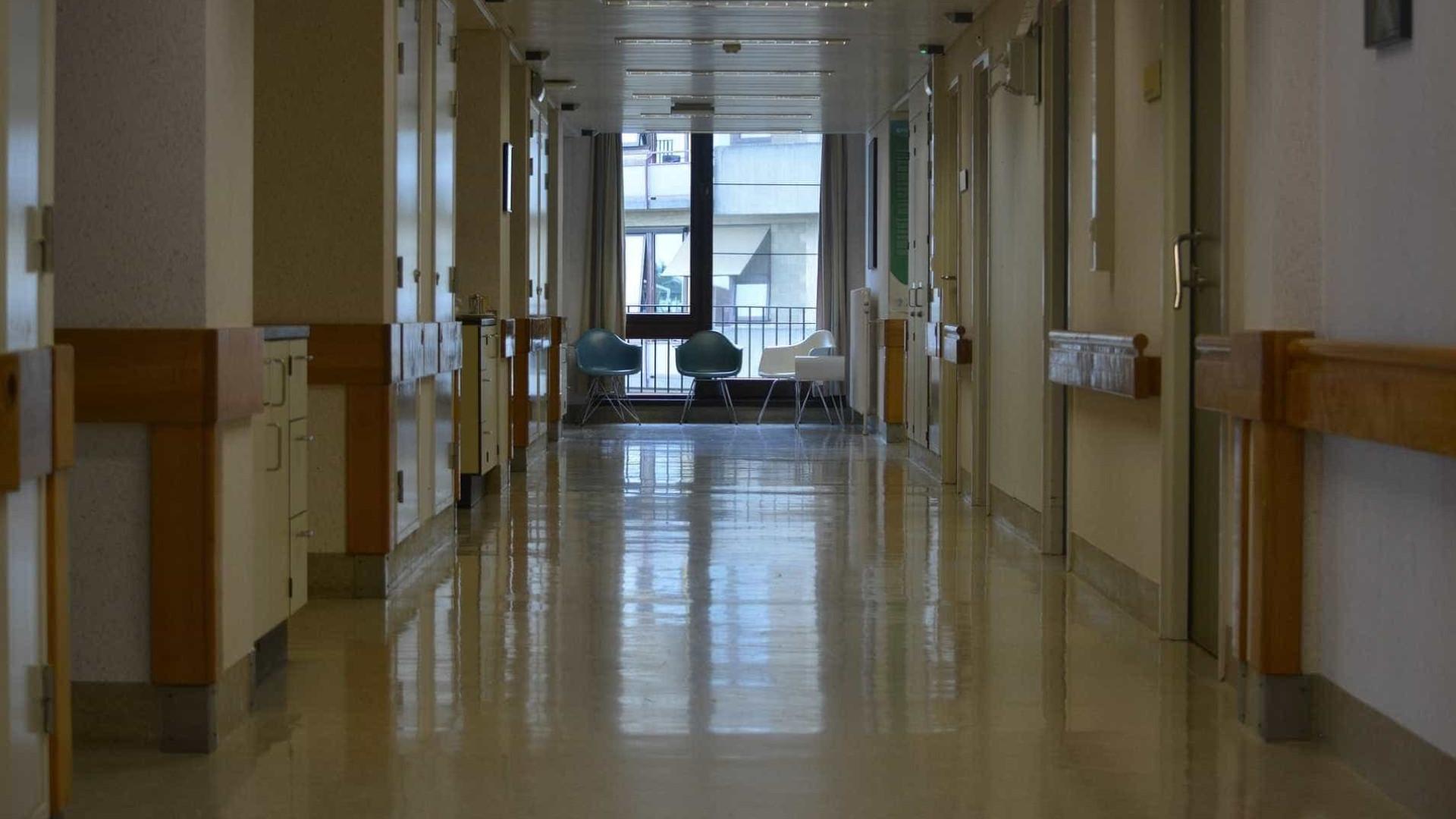 Trabalhadores dos hospitais EPE iniciam greve a trabalho extraordinário