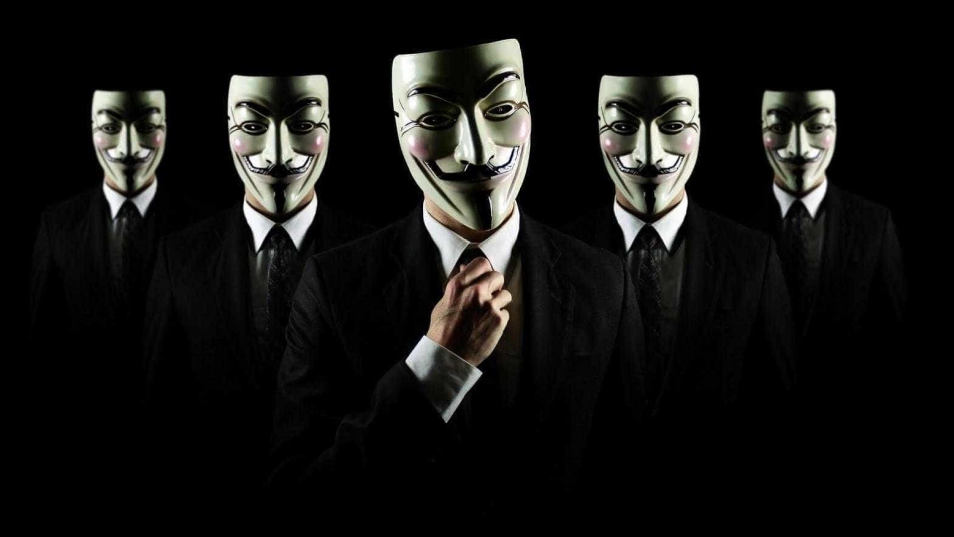 GoDaddy decide parar de hospedar site neonazista Daily Stormer