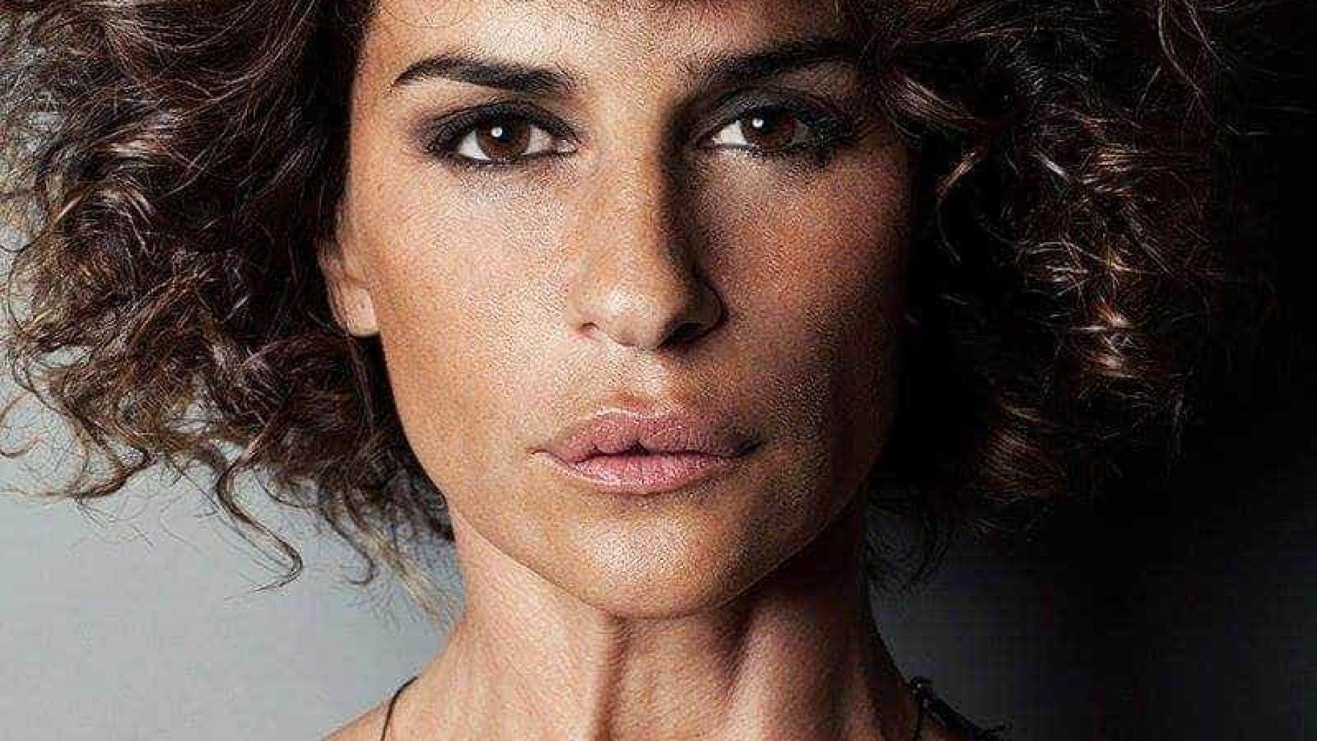 Aos 47 anos, Sofia Aparício mostra-se completamente nua nas redes sociais