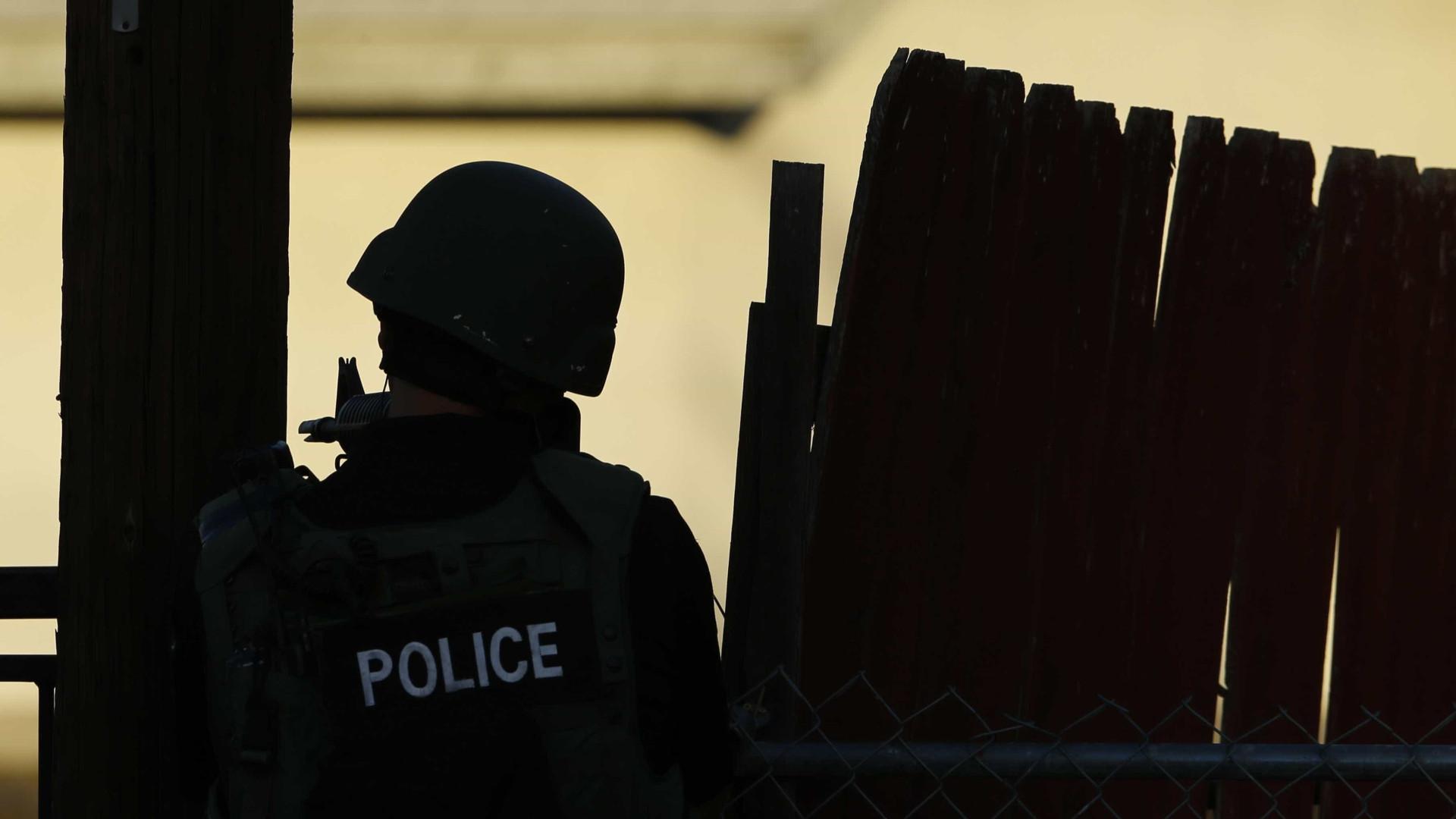 Homem armado faz reféns em casa de veteranos de guerra nos EUA