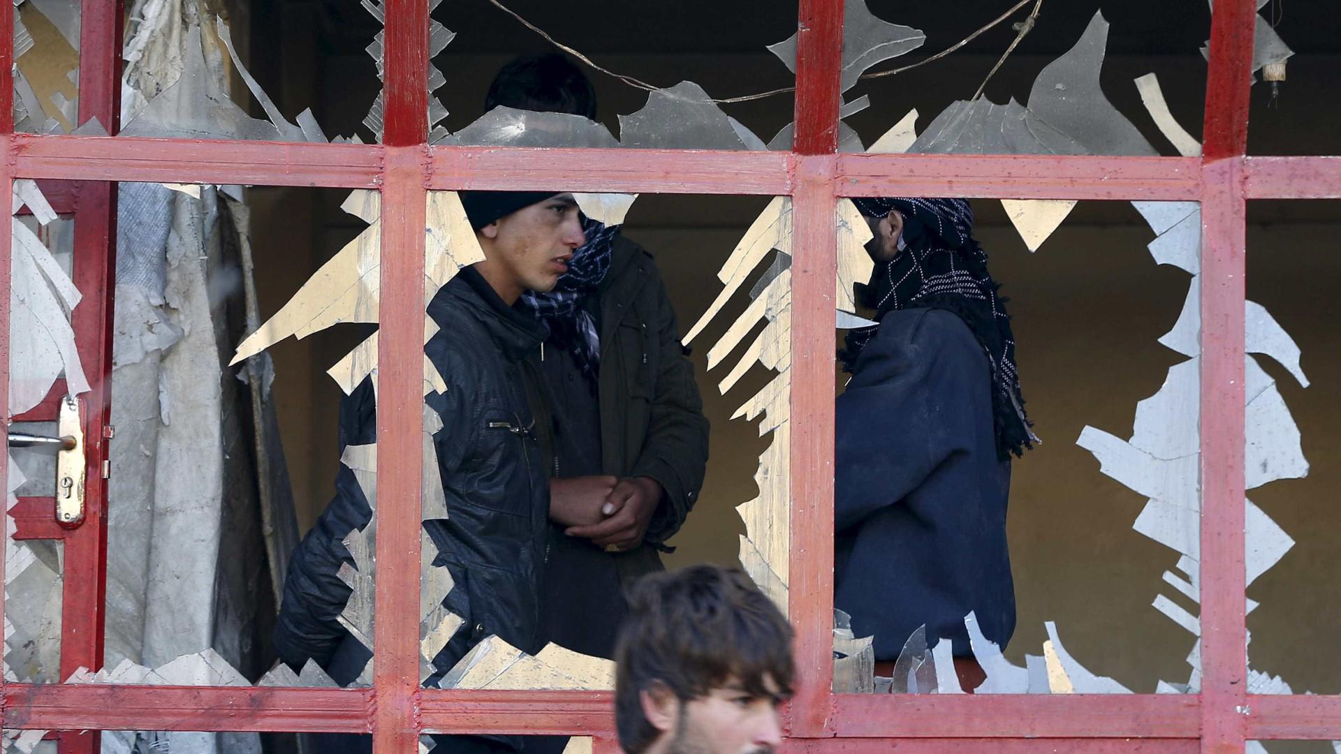 Explosão perto de centro de registro eleitoral deixa mortos em Cabul