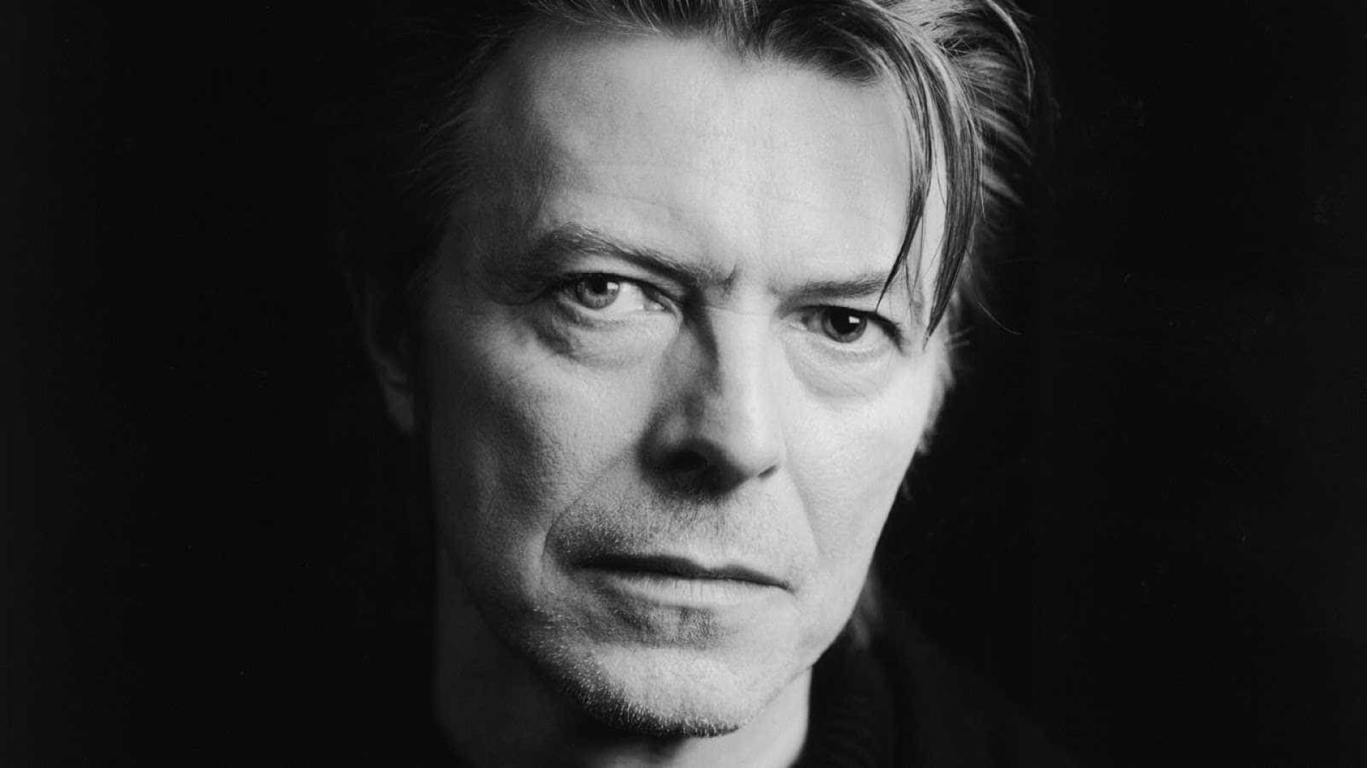Biografia revela pormenores inéditos sobre a vida sexual de David Bowie