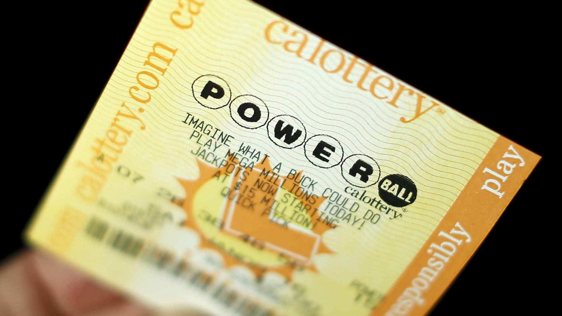 Ganhou prémio de 453 milhões e processa lotaria para não ser conhecida