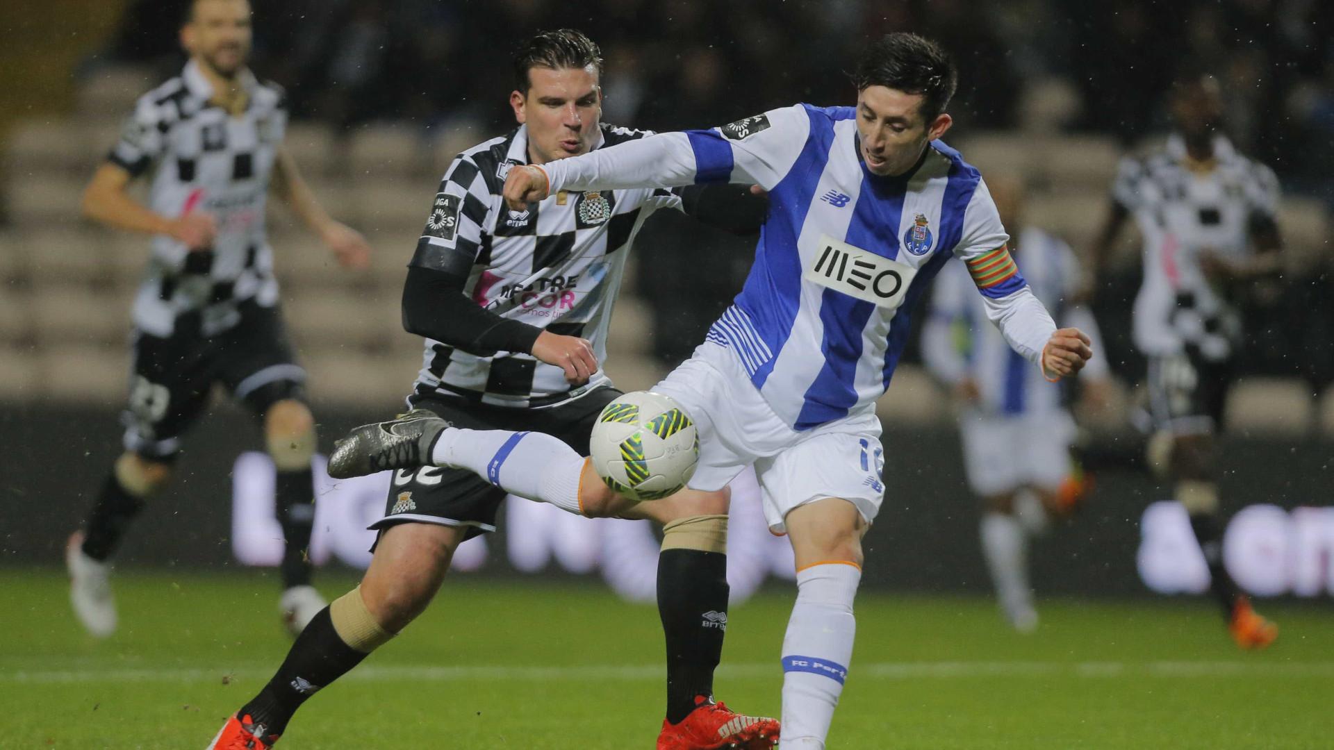 ... FC Porto como possível substituto de André Gomes no Valência. Nápoles  já não está sozinho na corrida por Herrera 7c9a48166dcea
