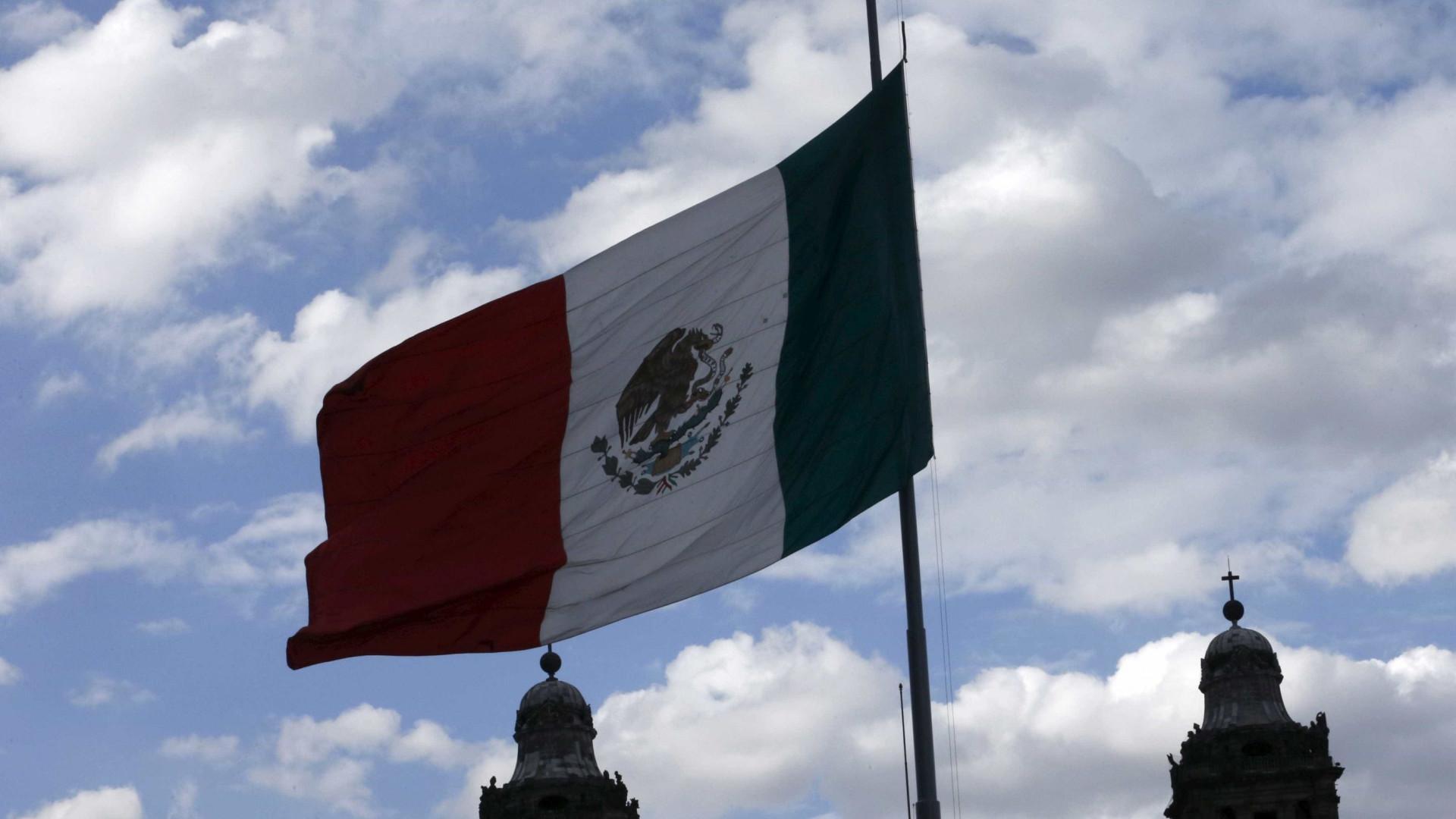 Despiste de autocarro provoca 12 mortos e 20 feridos no leste do México
