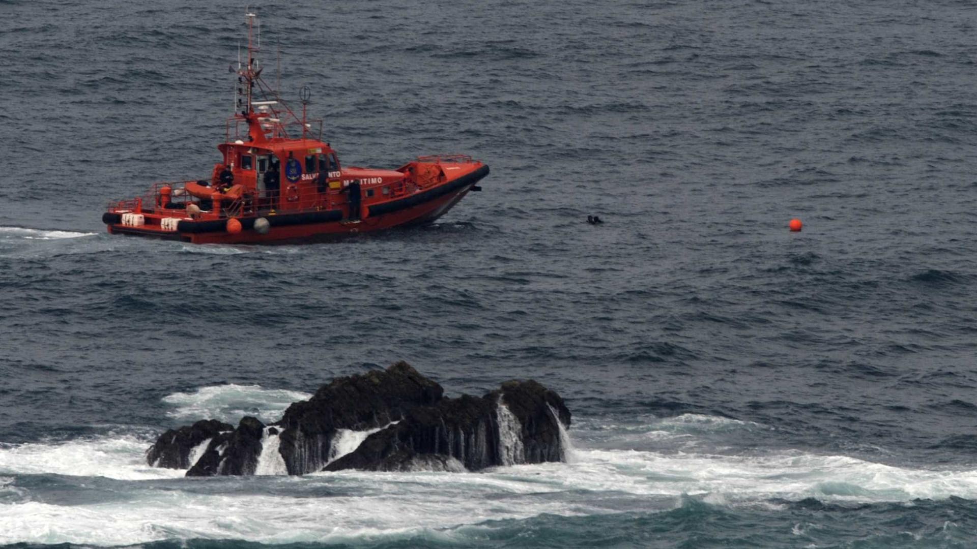Pelo menos 13 mortos e 12 desaparecidos após naufrágio na Indonésia