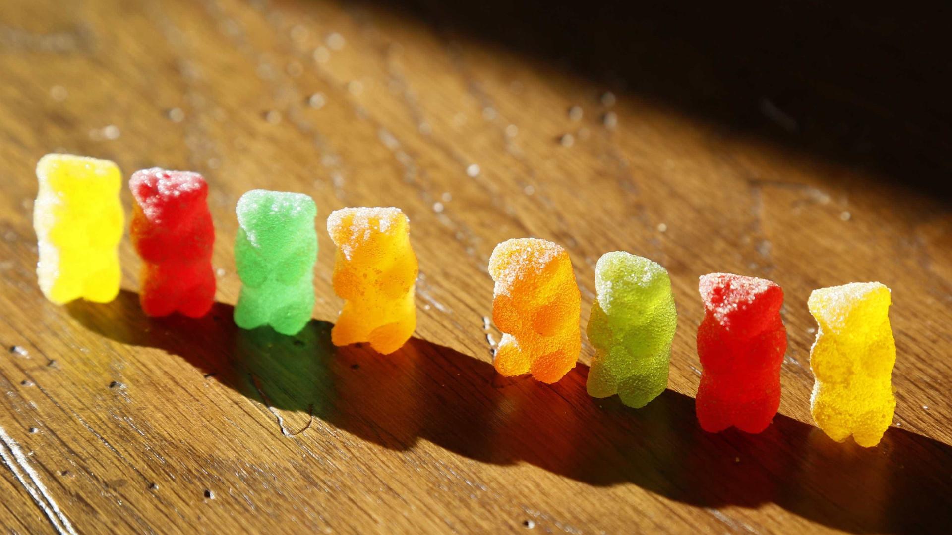 Adolescentes sofrem intoxicação alimentar após comer gomas
