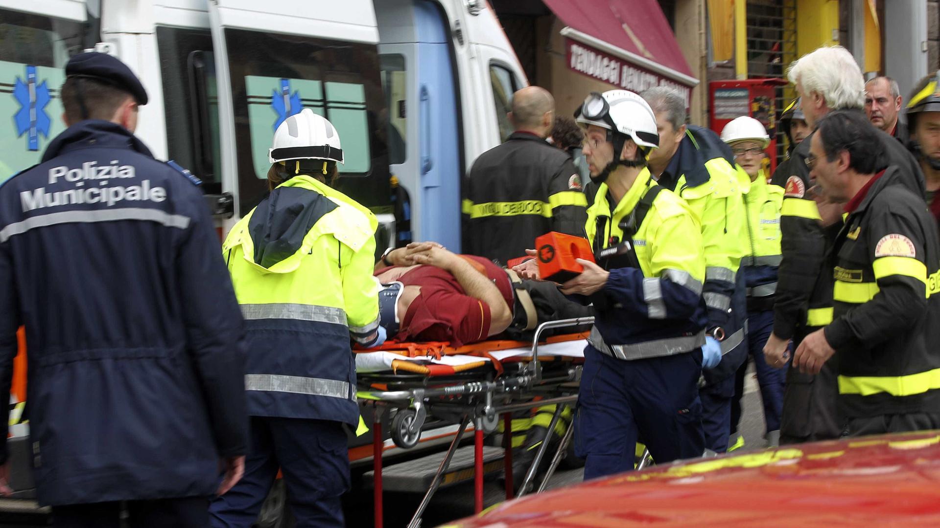 Dois mortos e 15 feridos em colisão de comboio e camião em Itália