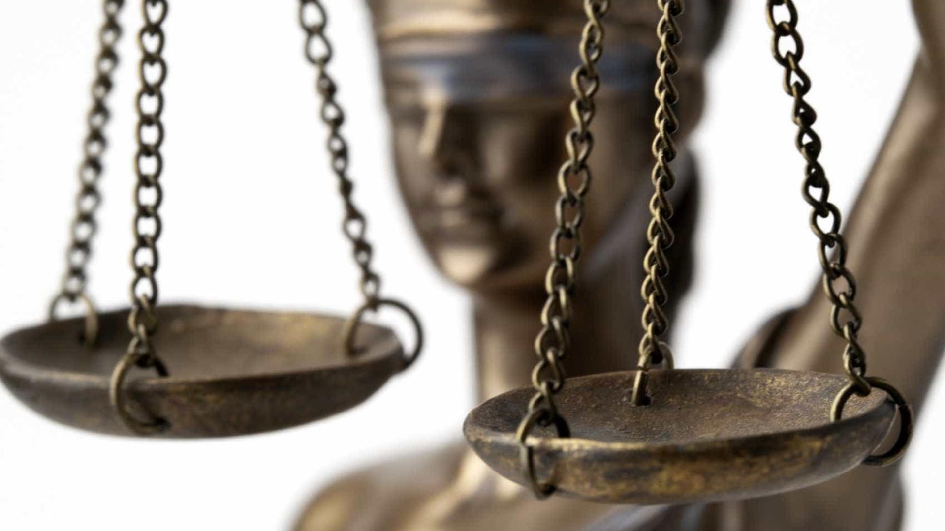 Homem que encomendou morte dos pais condenado a oito anos de prisão
