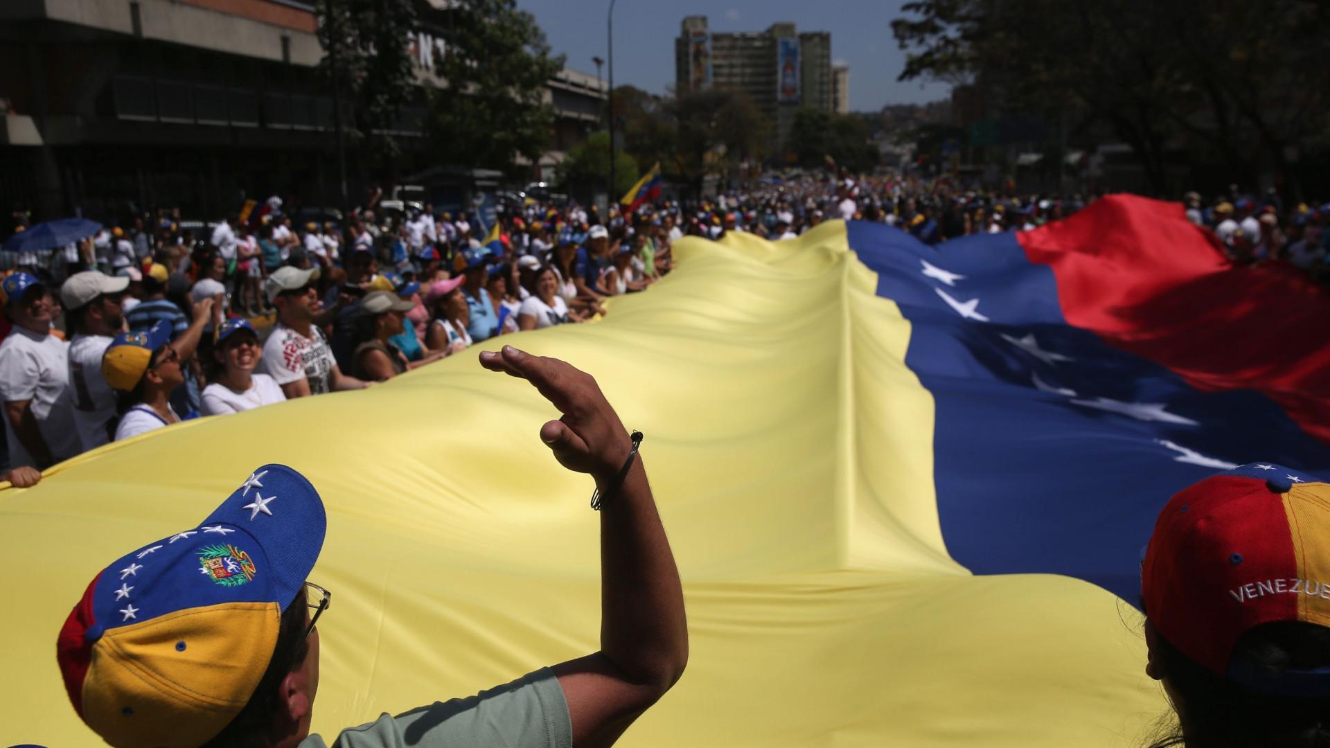Venezuela: Polícia dispersa manifestantes em várias zonas da capital
