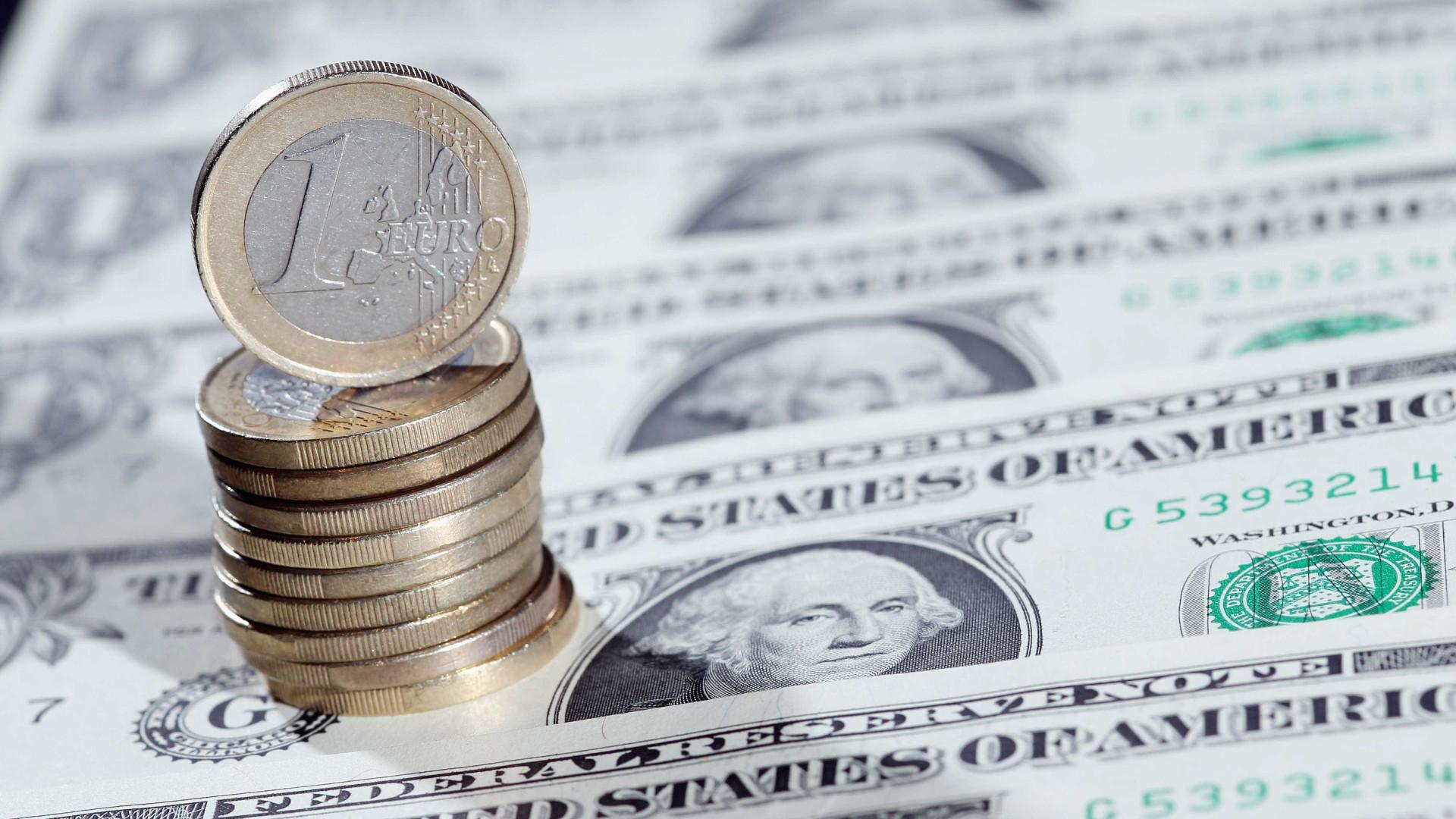 Euro recua face ao dólar penalizado por descida da lira turca
