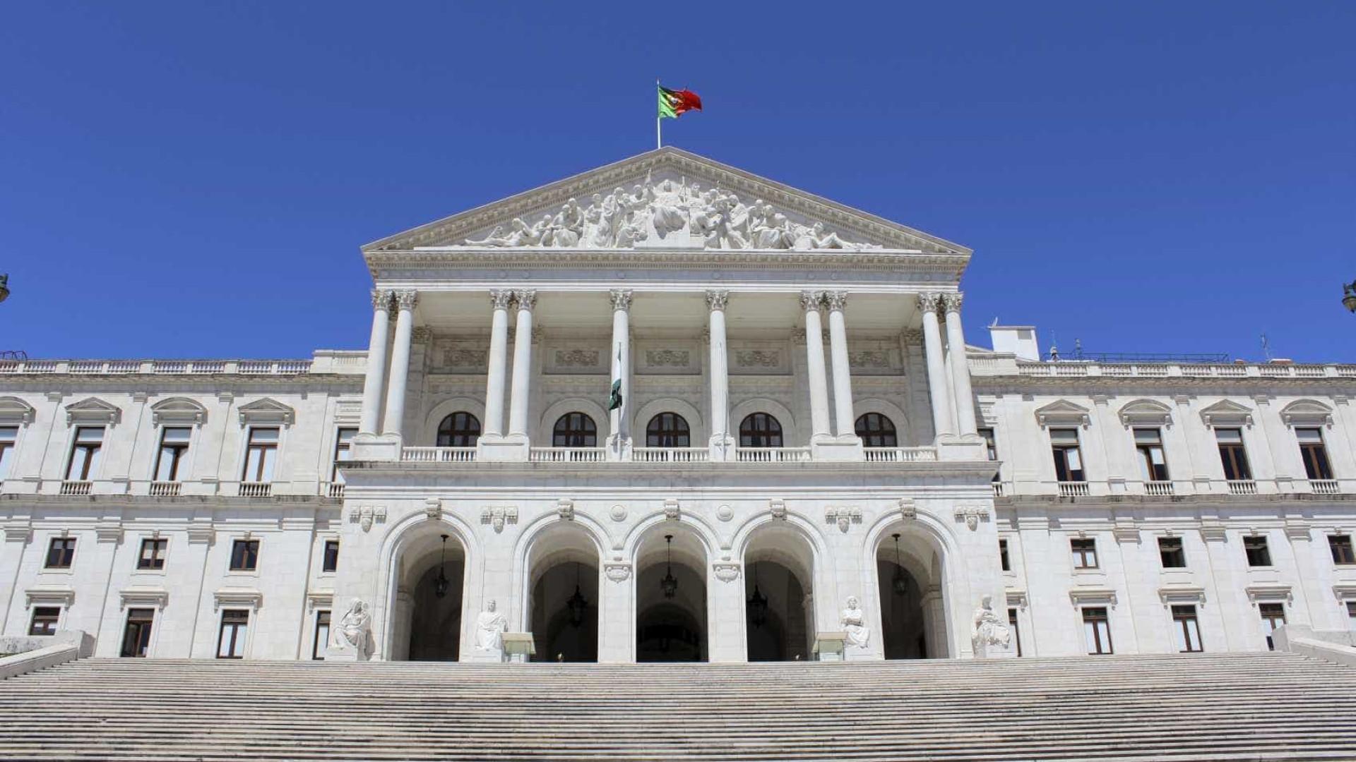 Praça de S. Bento vai passar a chamar-se Praça da Constituição de 1976