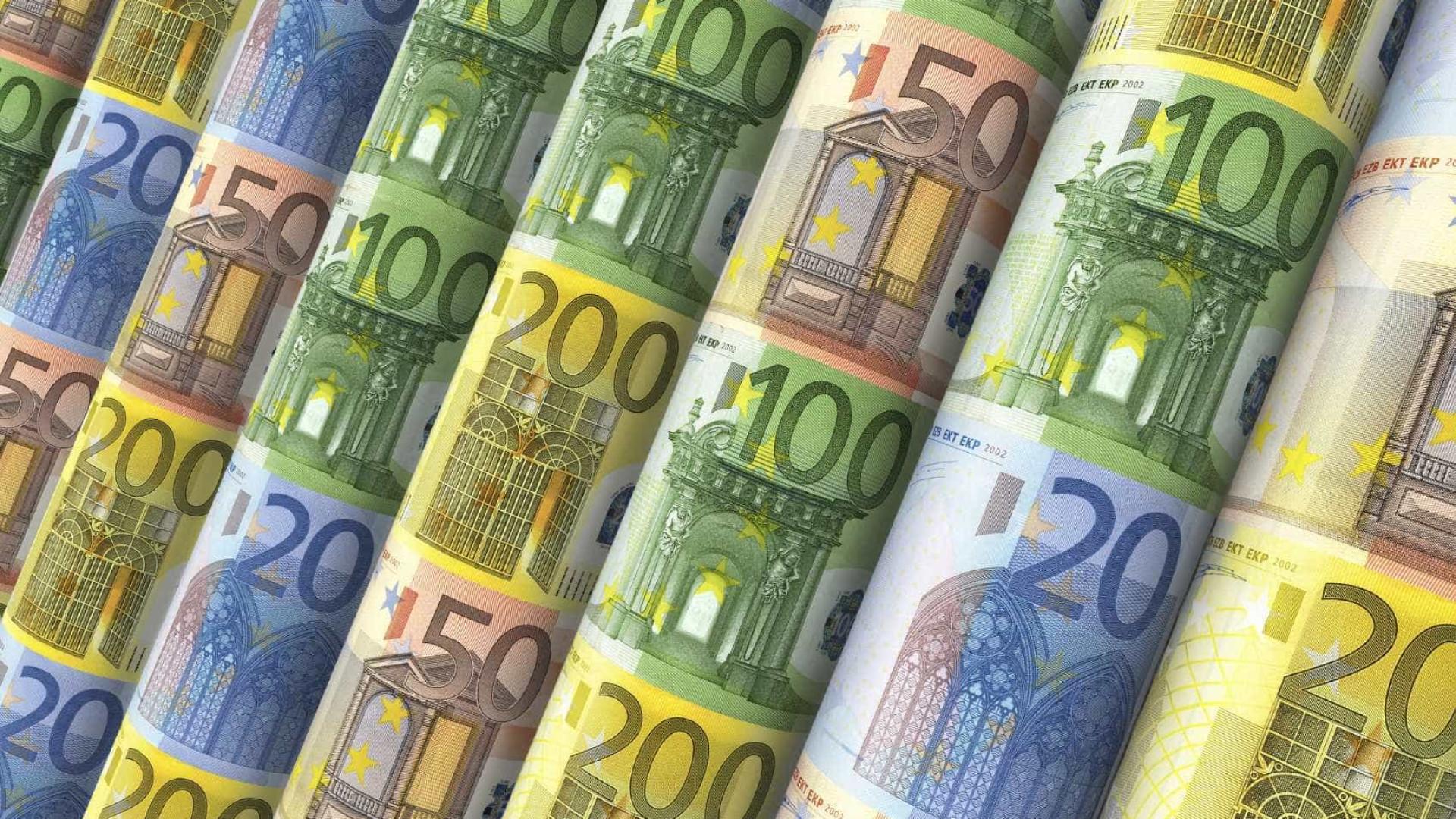 Acordo político na Alemanha leva euro a máximo de três anos