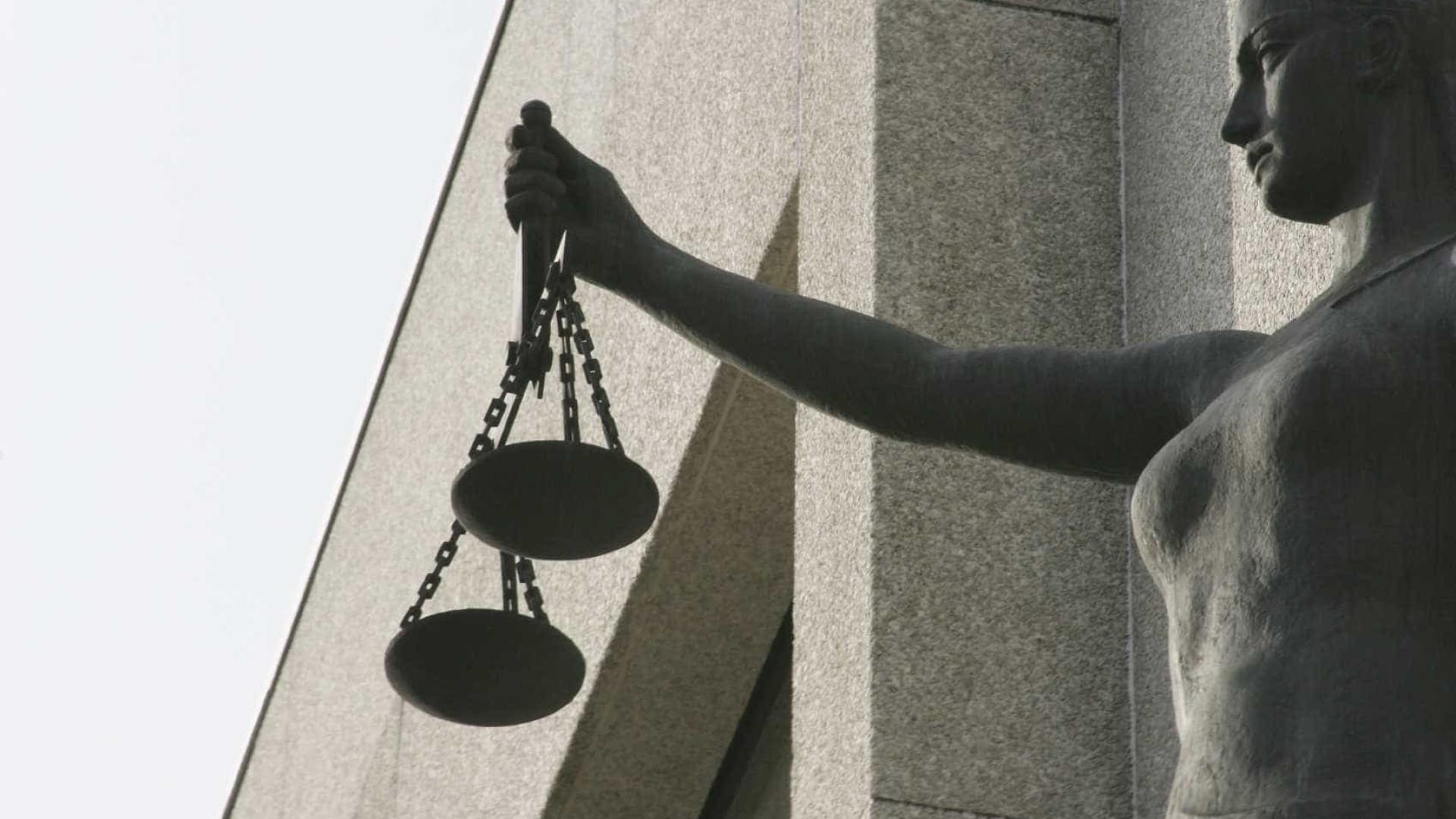 Acusados de furto simples e qualificado em silêncio no Tribunal de Leiria