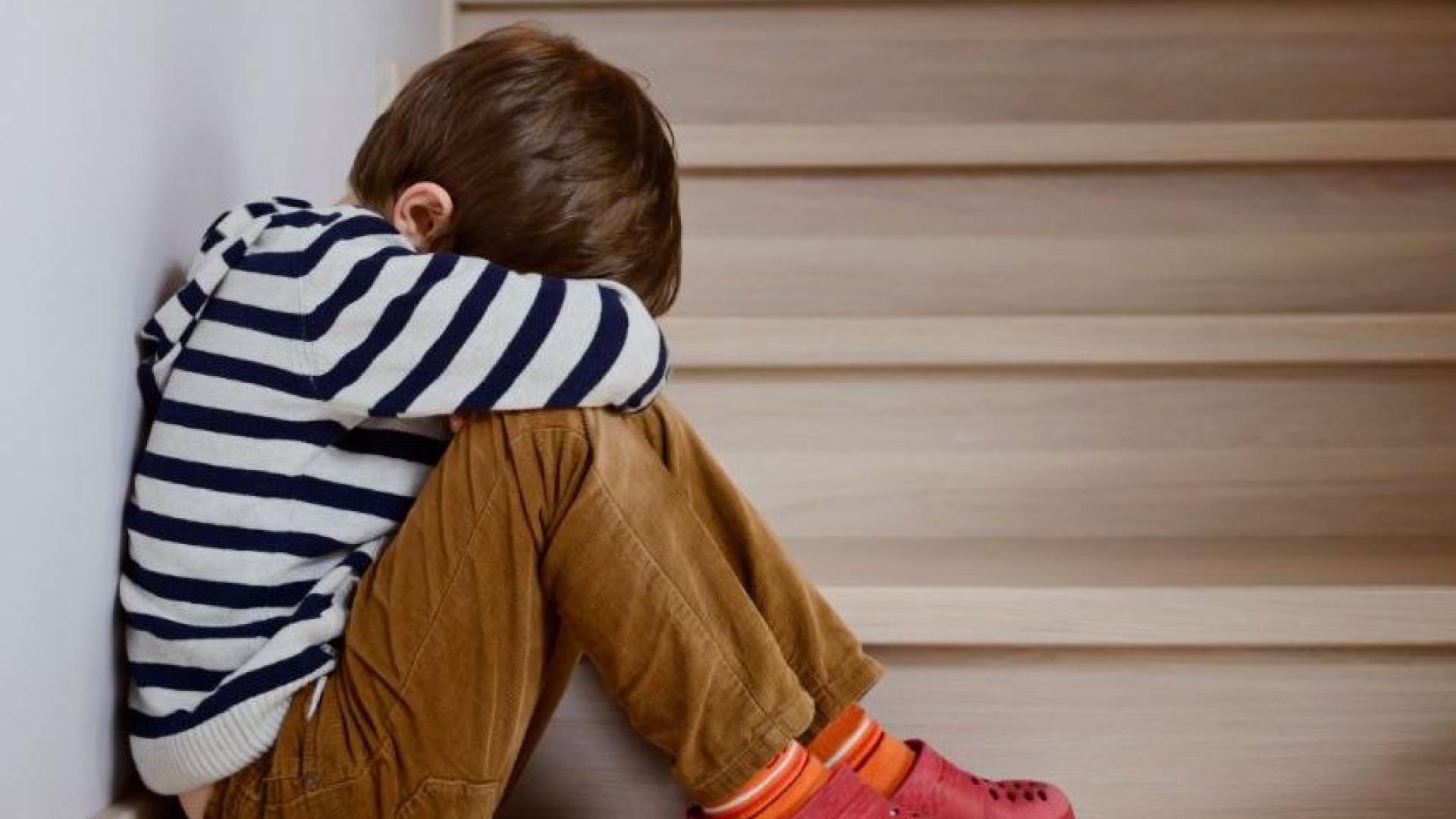 Mulher detida por vender filho de 9 anos na internet para ser violado