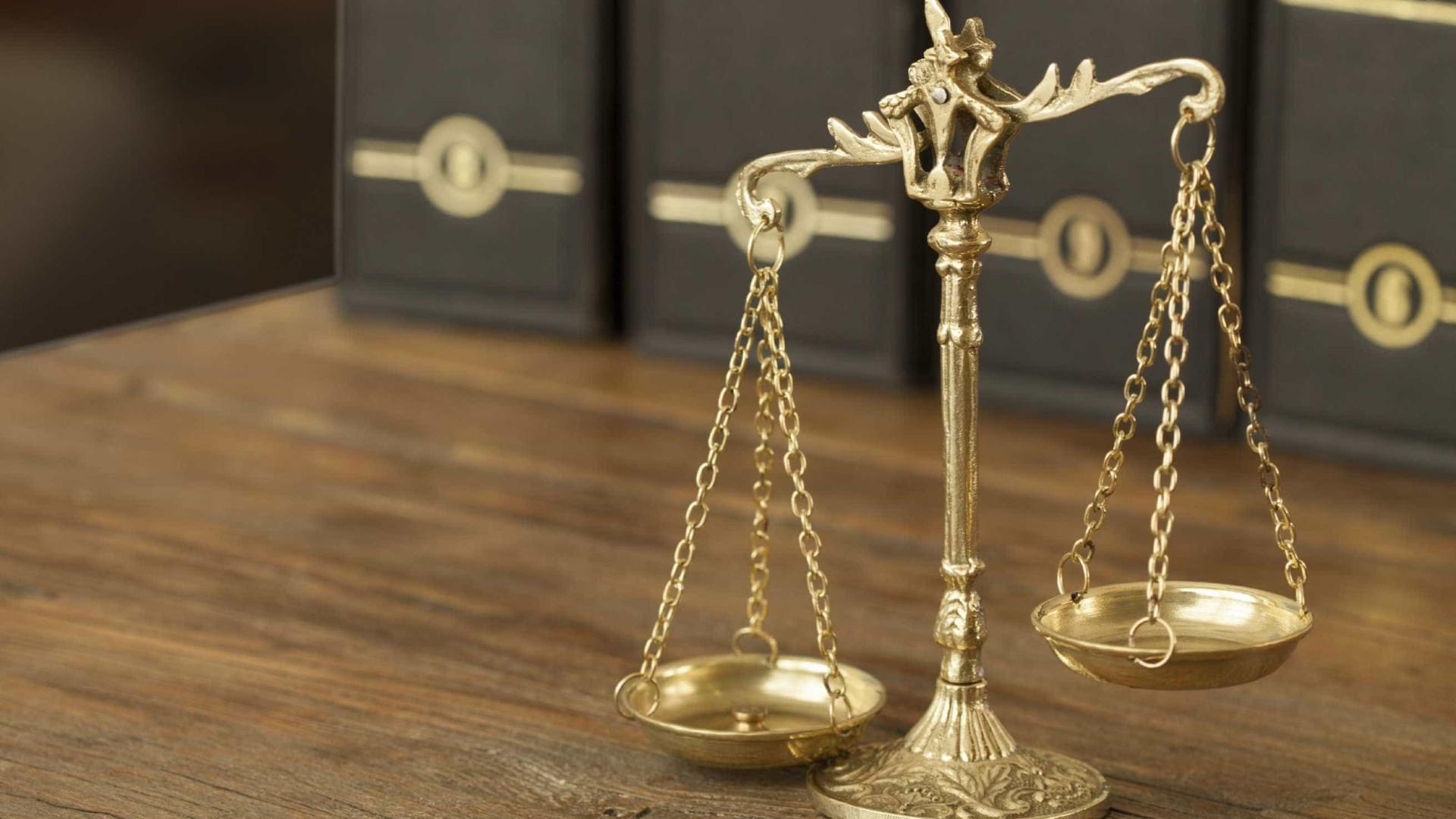 Detido por violência doméstica na Feira fica em prisão preventiva