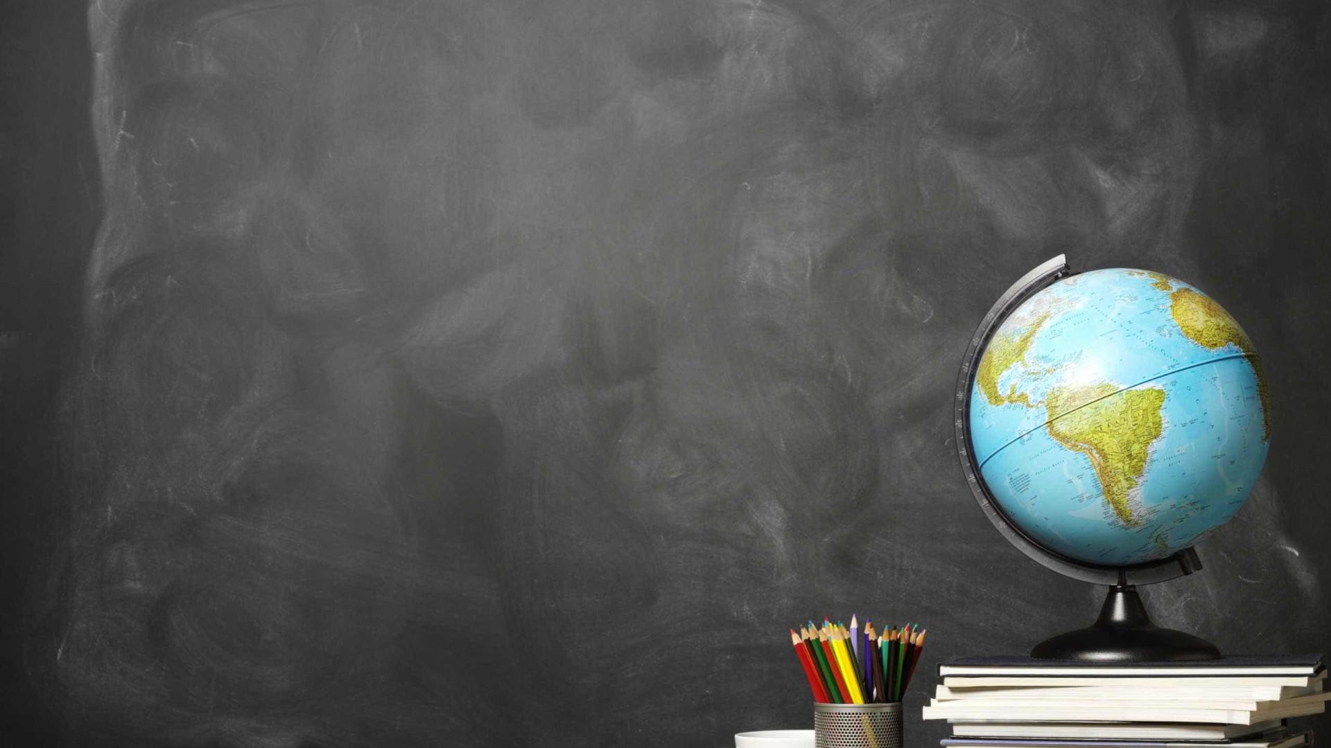 """Escritores são """"cereja no topo do bolo"""" da promoção da leitura em escolas"""