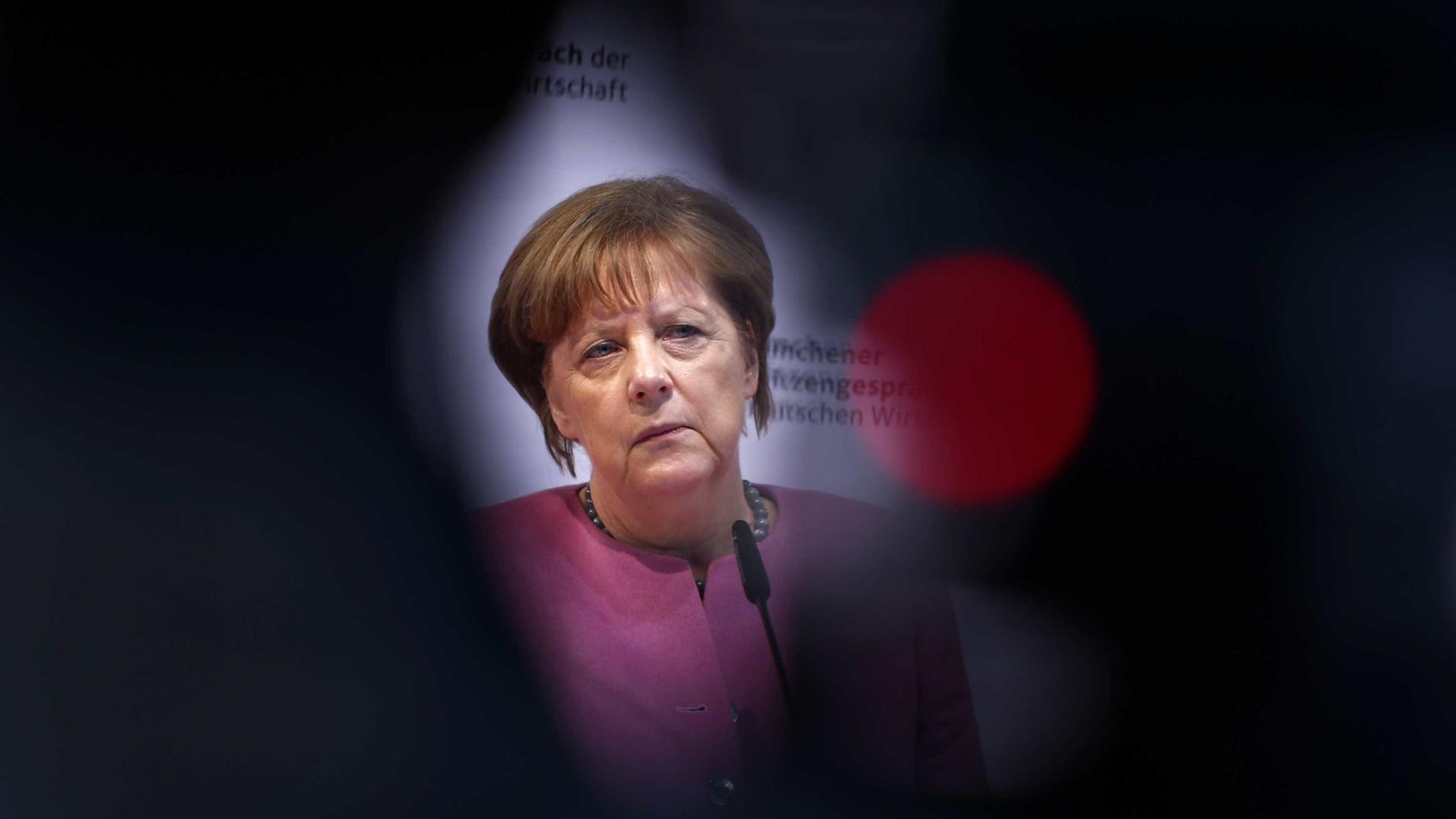 """Caso Facebook: Merkel defende """"soberania"""" de cada um sobre os seus dados"""