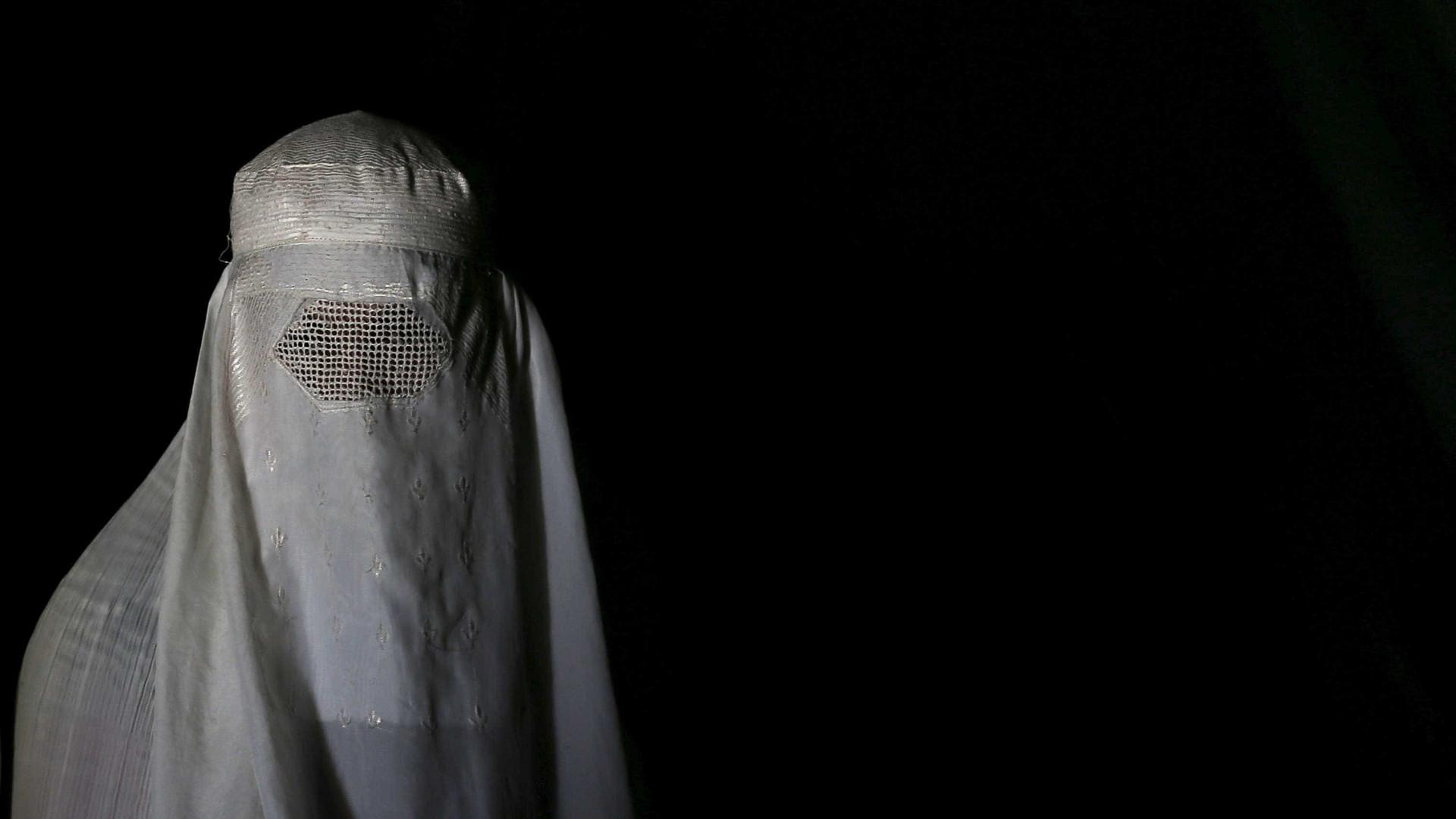 Parlamento holandês proíbe uso parcial da burqa em espaços públicos