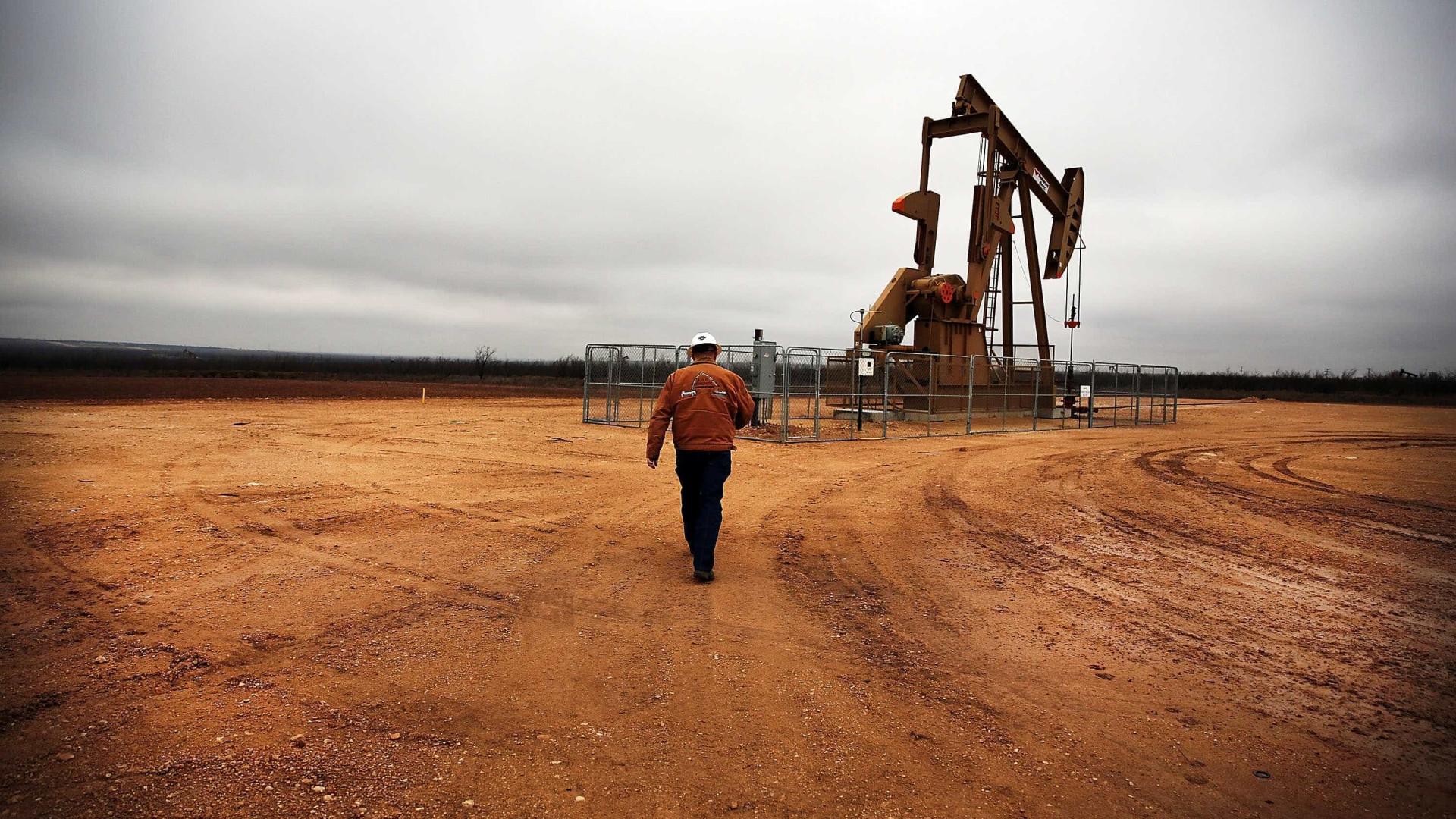Petróleo começa semana a ganhar