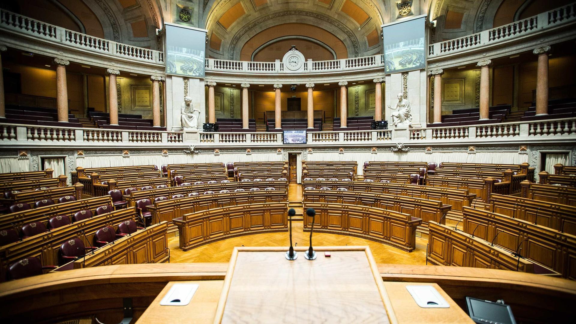 Parlamento recomenda criação de novo programa nacional de realojamento