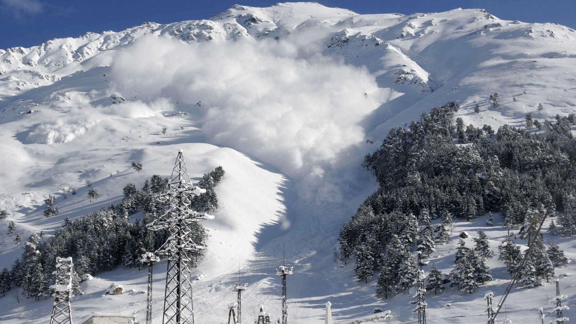 Avalanche na Áustria faz três mortos e um desaparecido