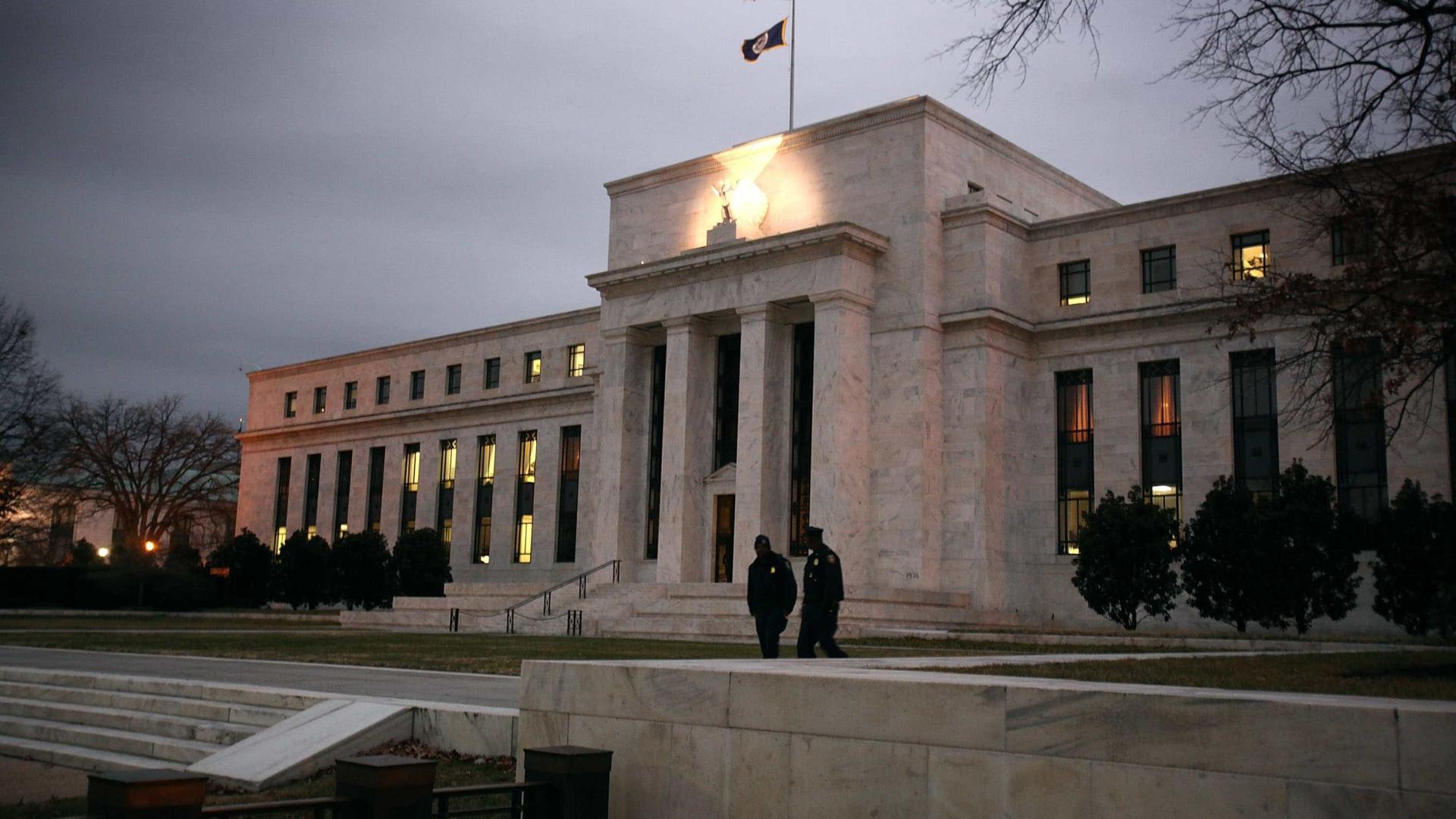 """Fed vai estar atenta """"a qualquer risco"""" para a """"estabilidade financeira"""""""