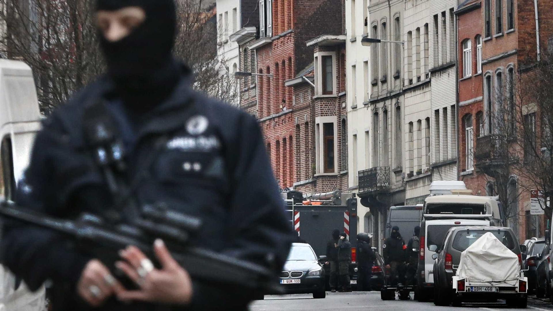 Bélgica acusa quatro pessoas de atividades terroristas após buscas
