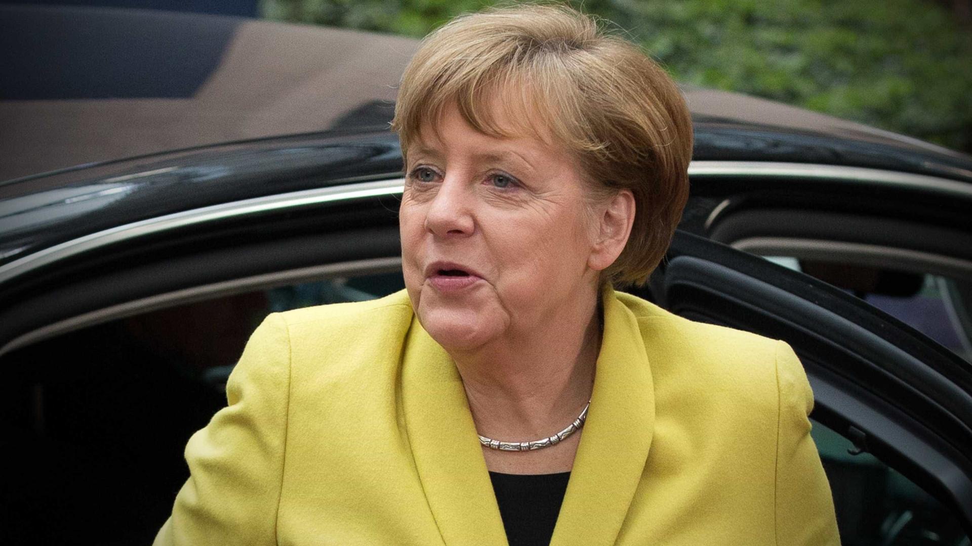 Sondagem: Merkel vence e extrema-direita é a terceira força política