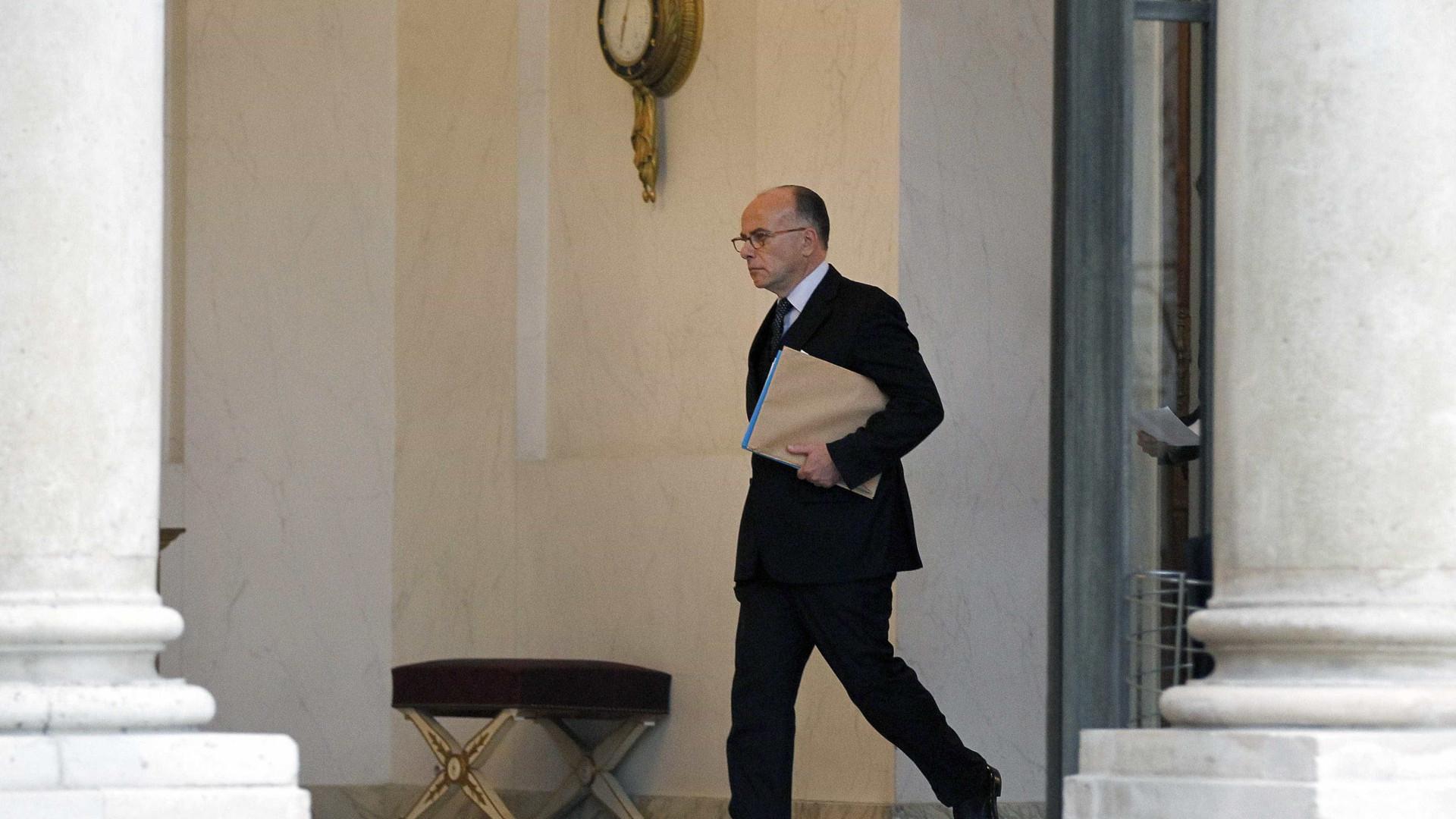 Cazeneuve acusa extrema-direita de instrumentalizar o ataque