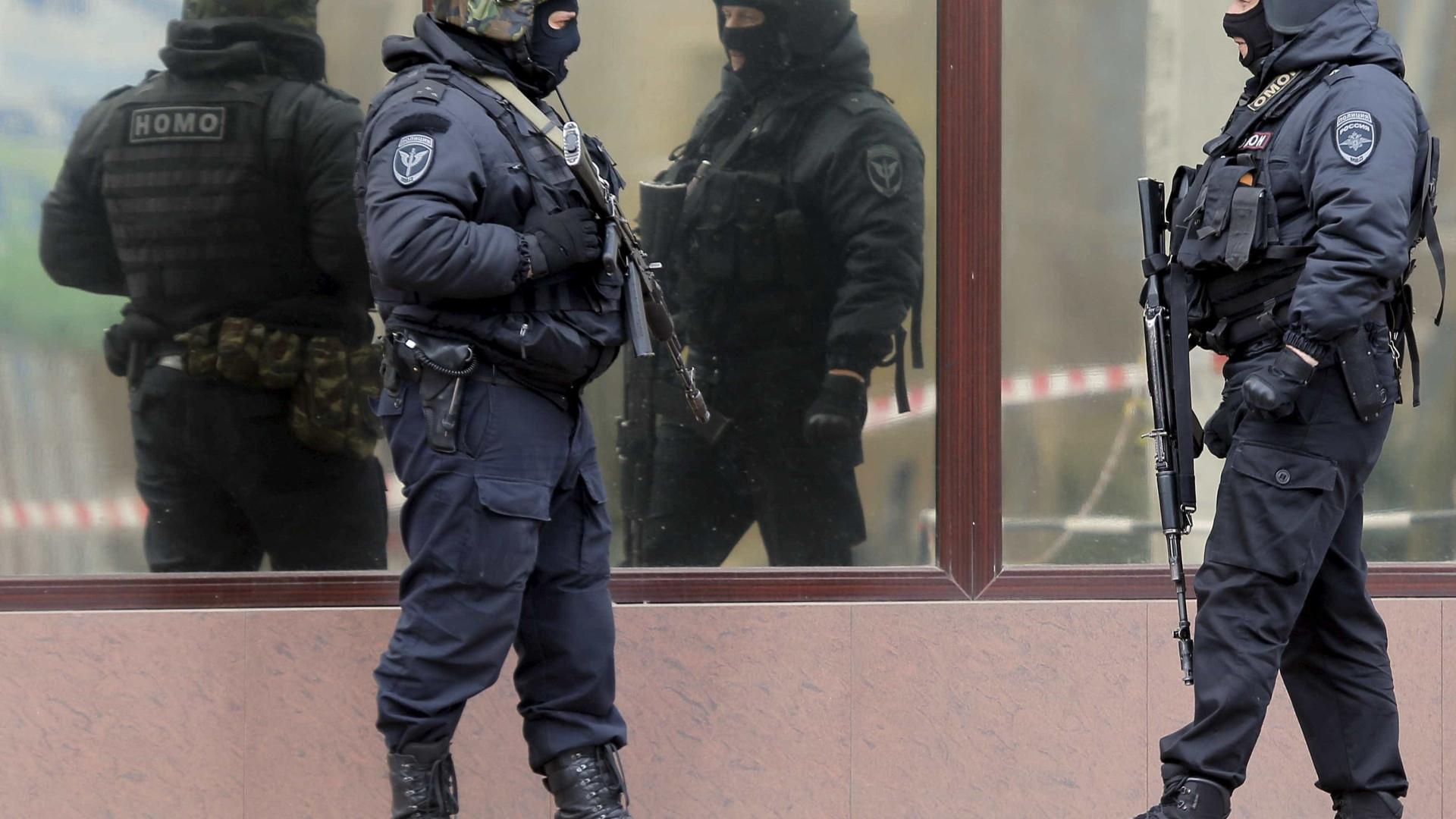 Moradores retirados após incêndio em depósito de munição na Rússia