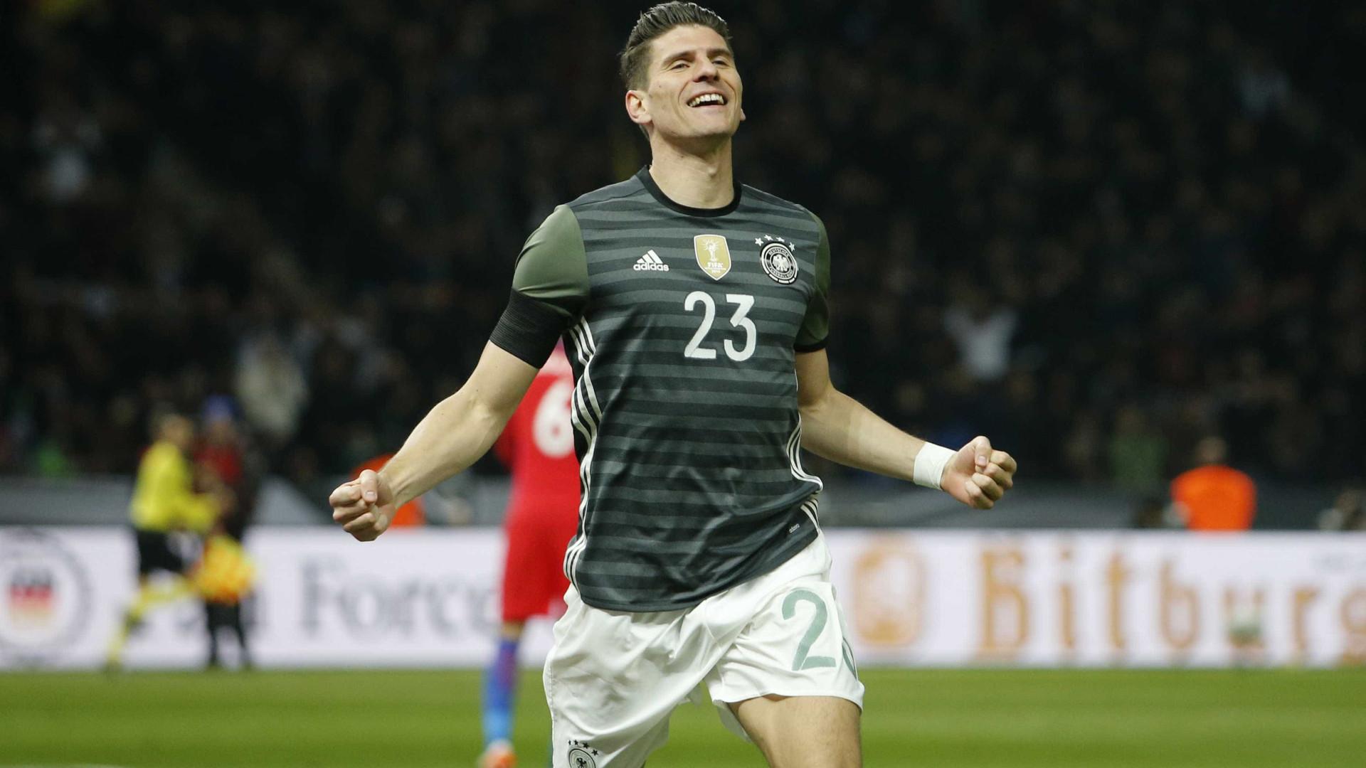 Oficial: Mario Gómez troca de clube na Alemanha