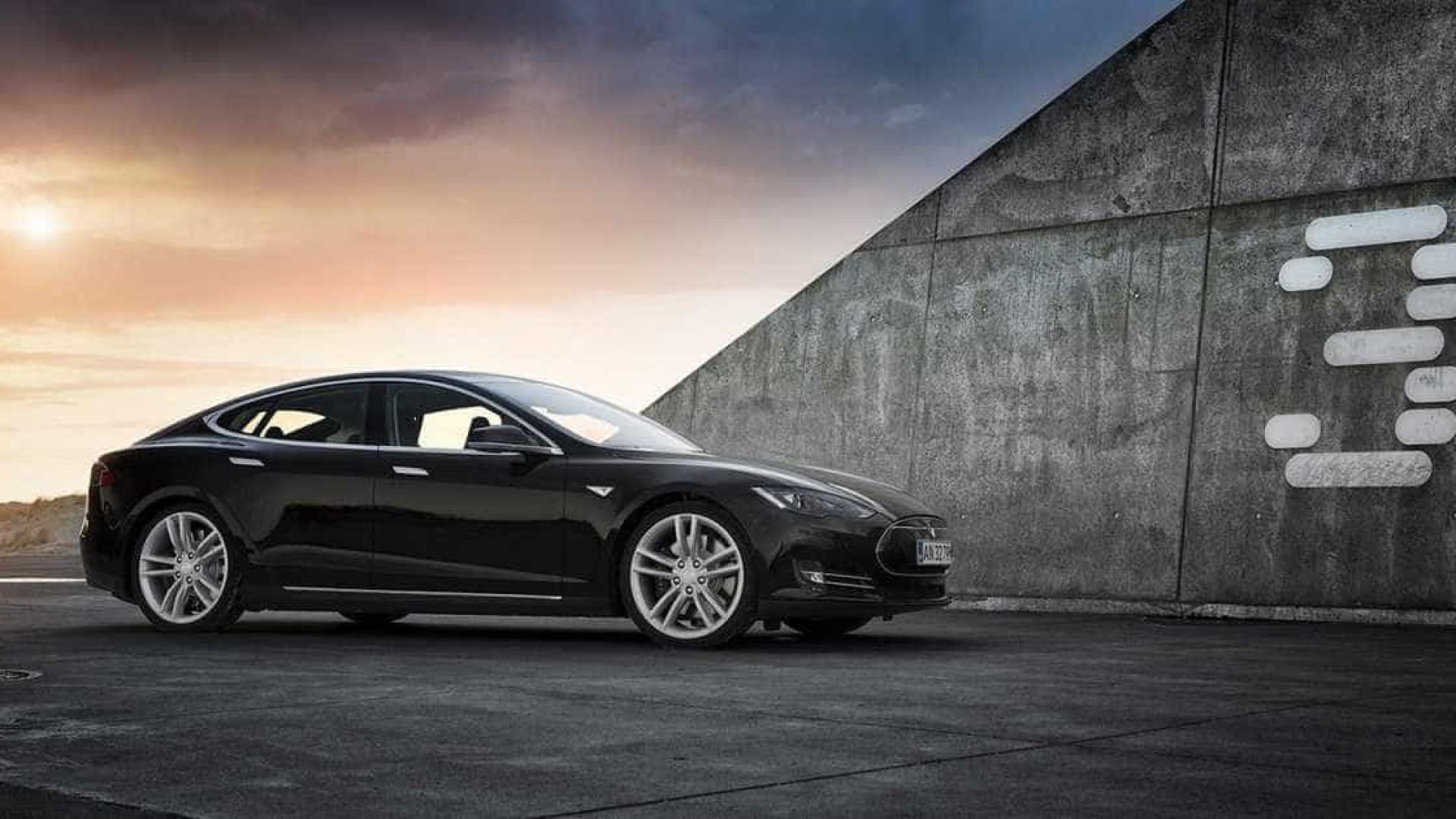 Está à espera do Tesla Model 3? Terá de ter um pouco mais de paciência…
