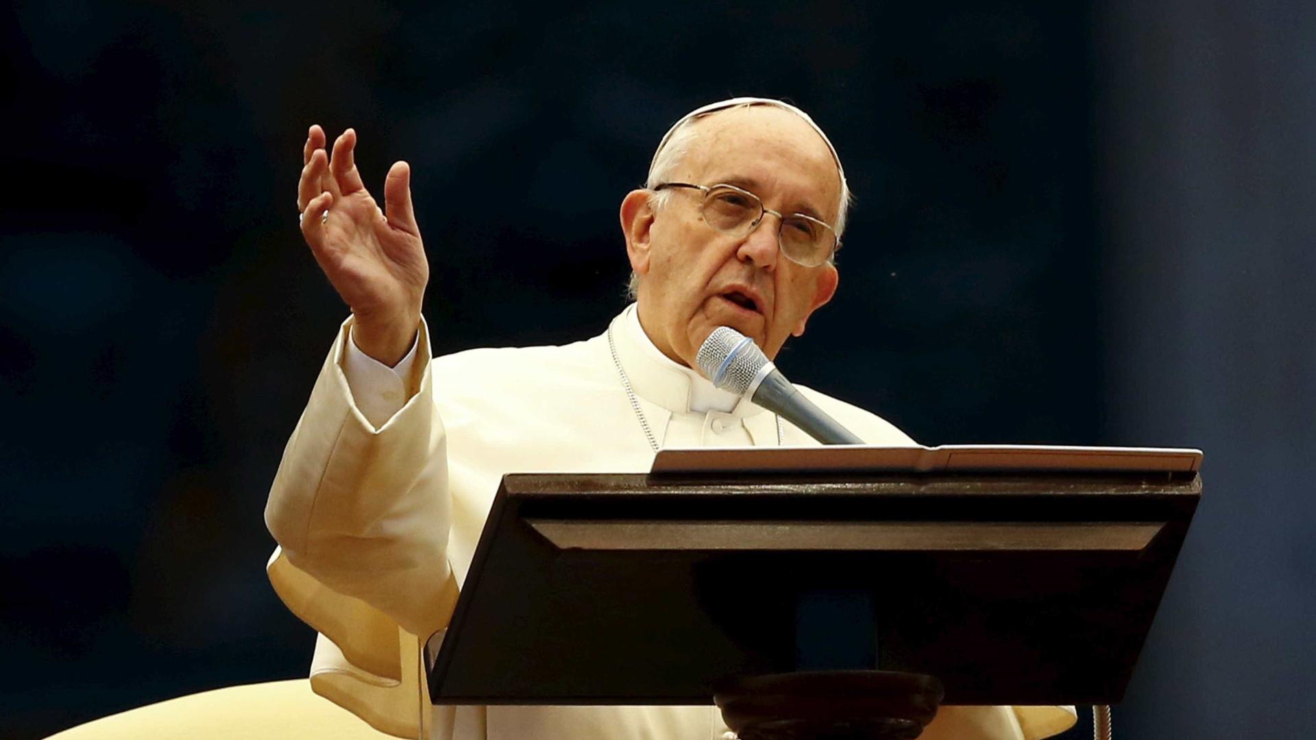 """Papa admite separação no matrimónio para evitar """"guerra mundial"""""""