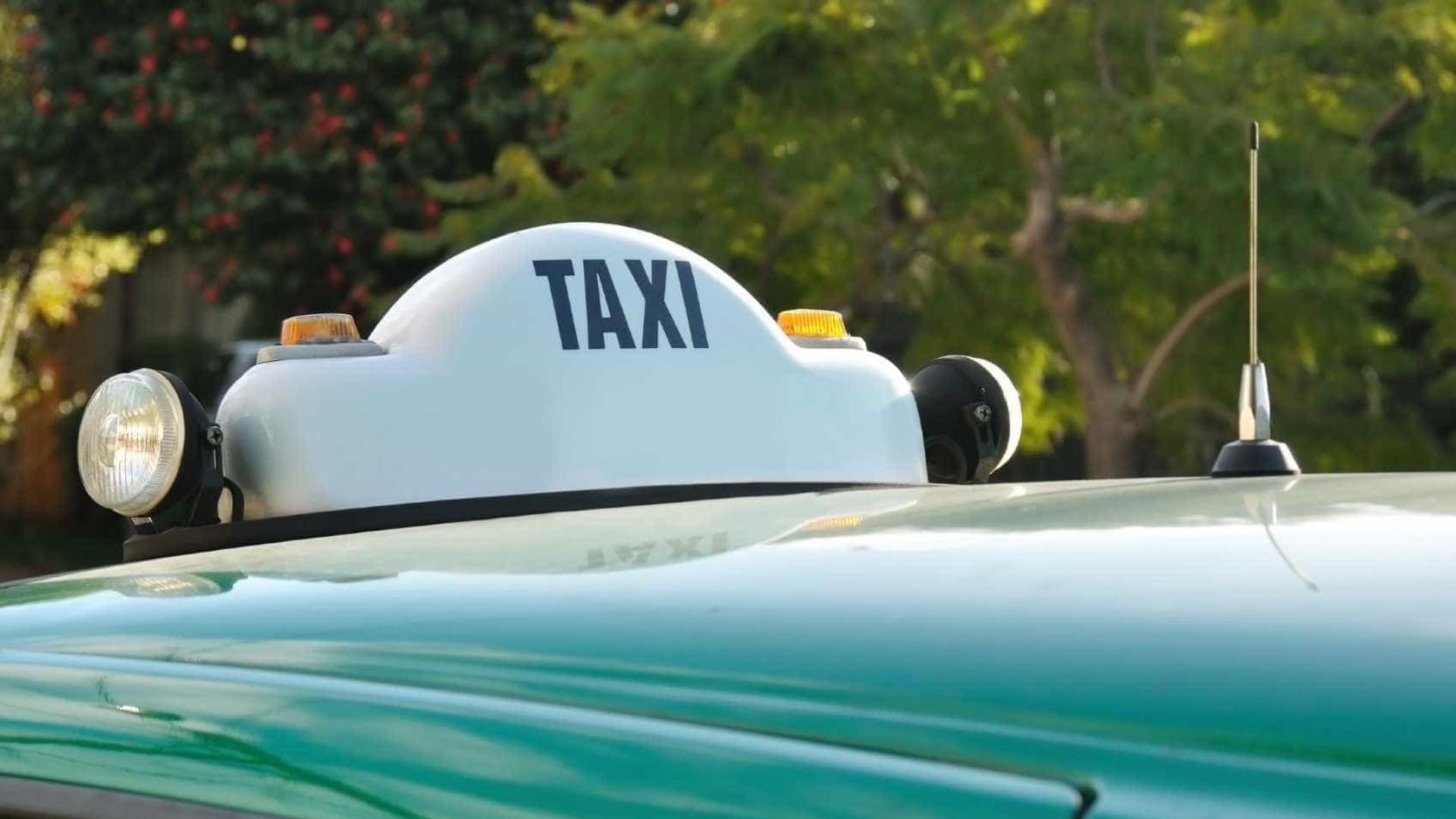 Taxistas seguem paralisados em Faro e antevêm quarta noite no local