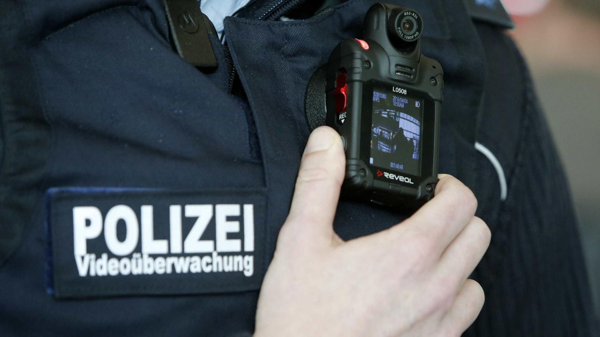 Homem dispara em cabeleireiro alemão. Suspeito está barricado