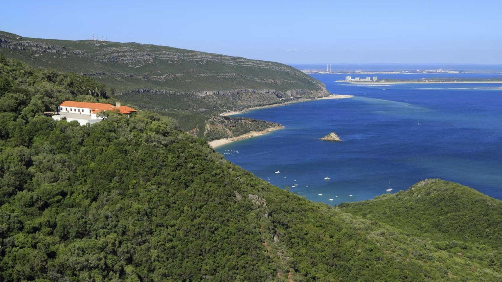 Câmara de Setúbal impõe restrições no acesso às praias da Arrábida