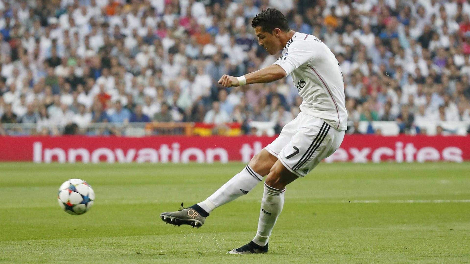 Ronaldo revela ter recebido dicas para marcar livres de... Keylor Navas fcfbdefbbf466